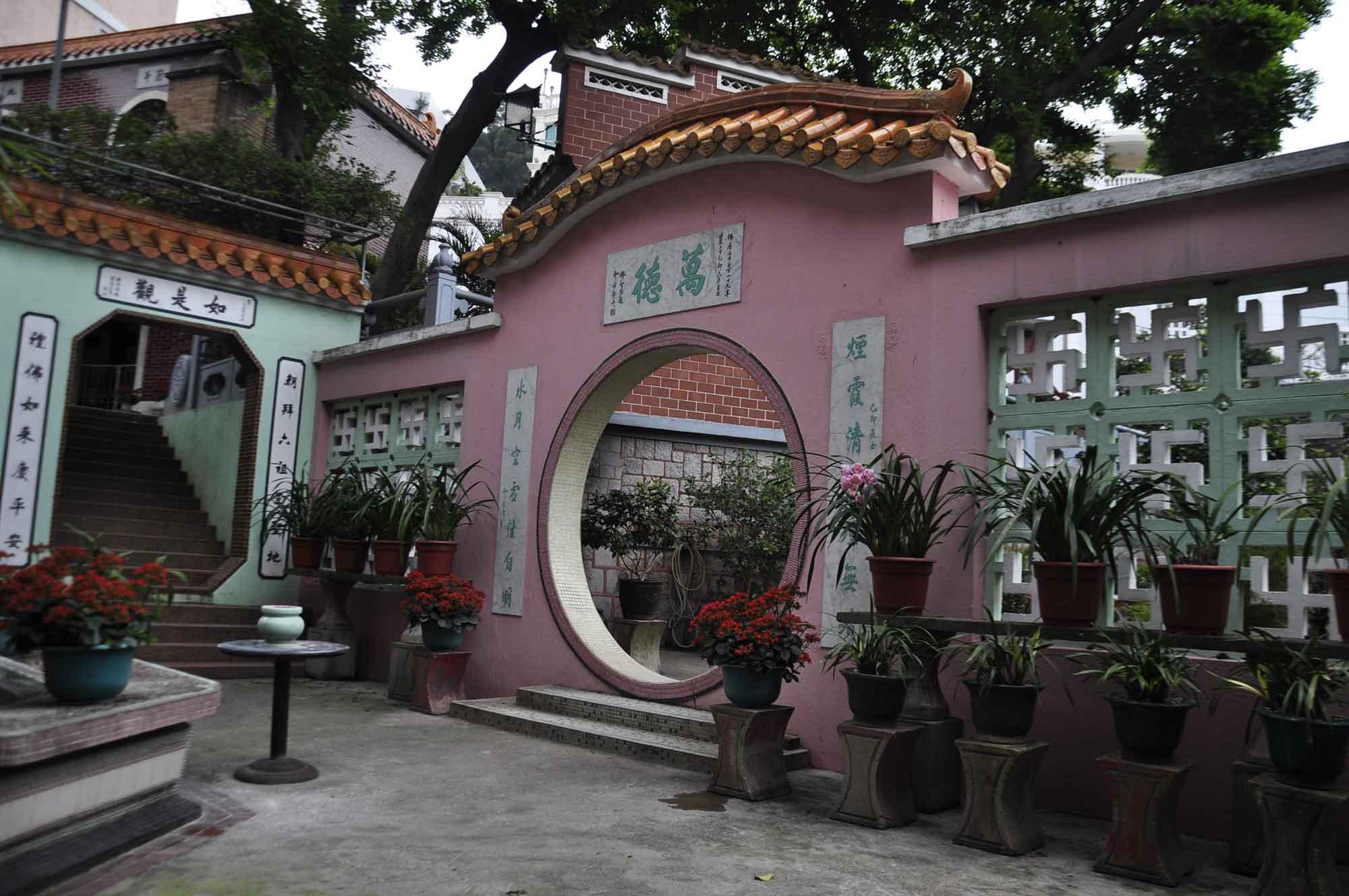 Pou Tai Un Monastery