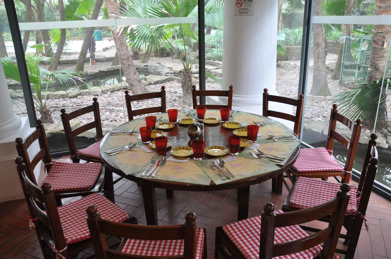 Flamingo Macau table and chairs