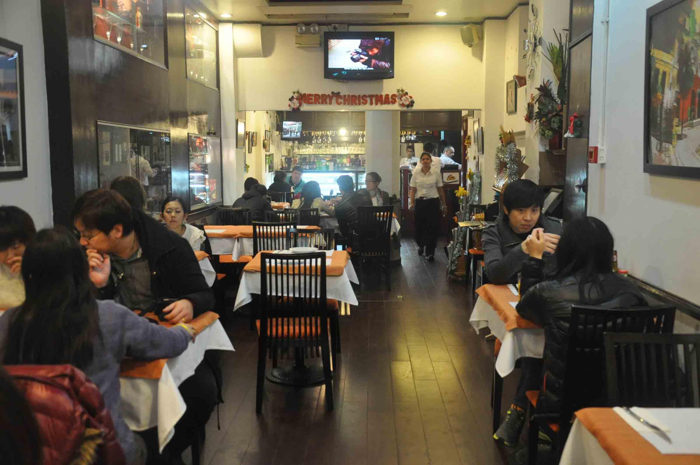 Ou Mun Cafe Macau indoor seating
