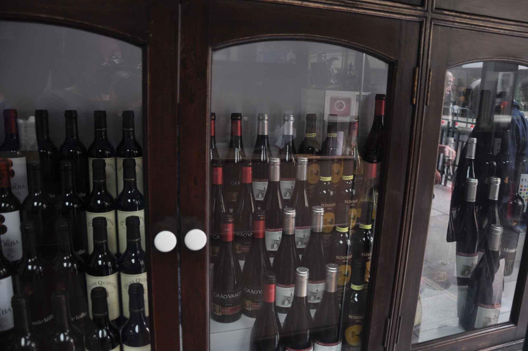 A Vencedora bottles of wine