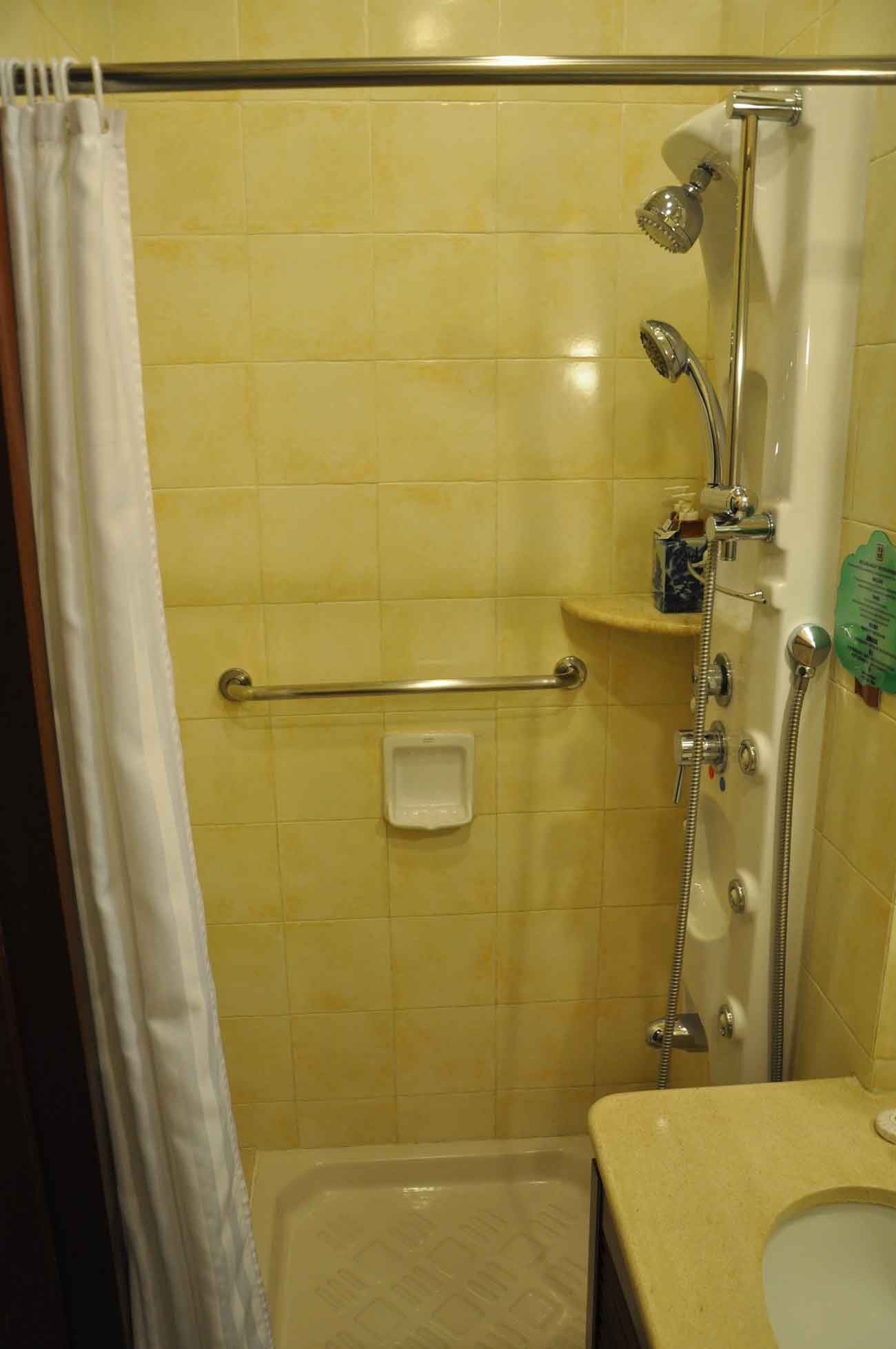 Pousada de Mong Ha Standard Room shower