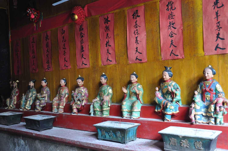 Lin Kai Temple figurines that symbolize child birth