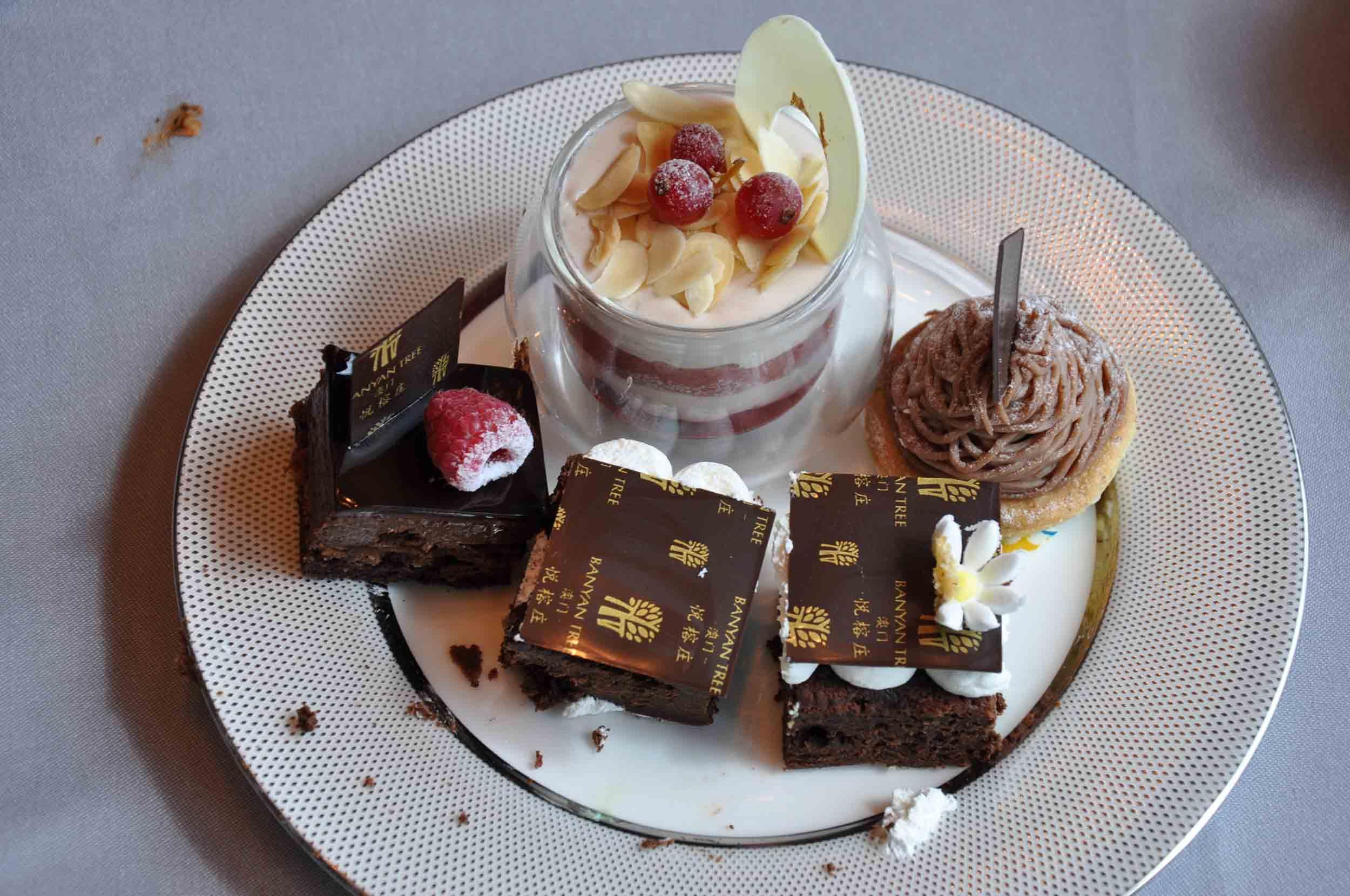 Belon Sunday Champagne Buffet Desserts