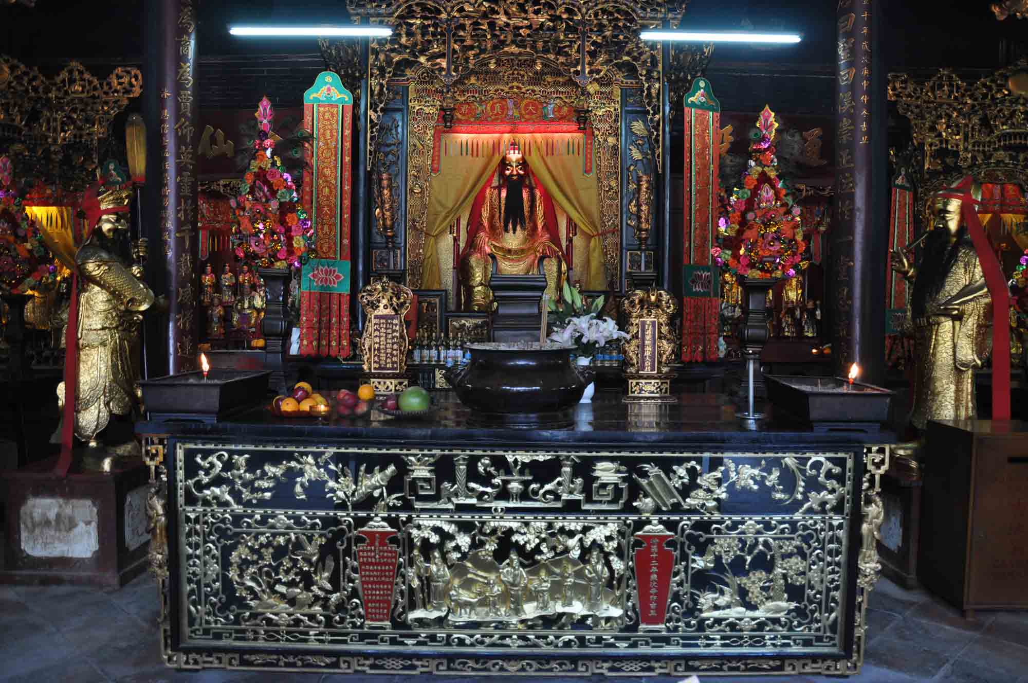 Hong Kung Temple main altar