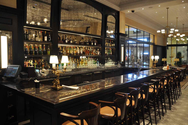 Brassiere Macau bar