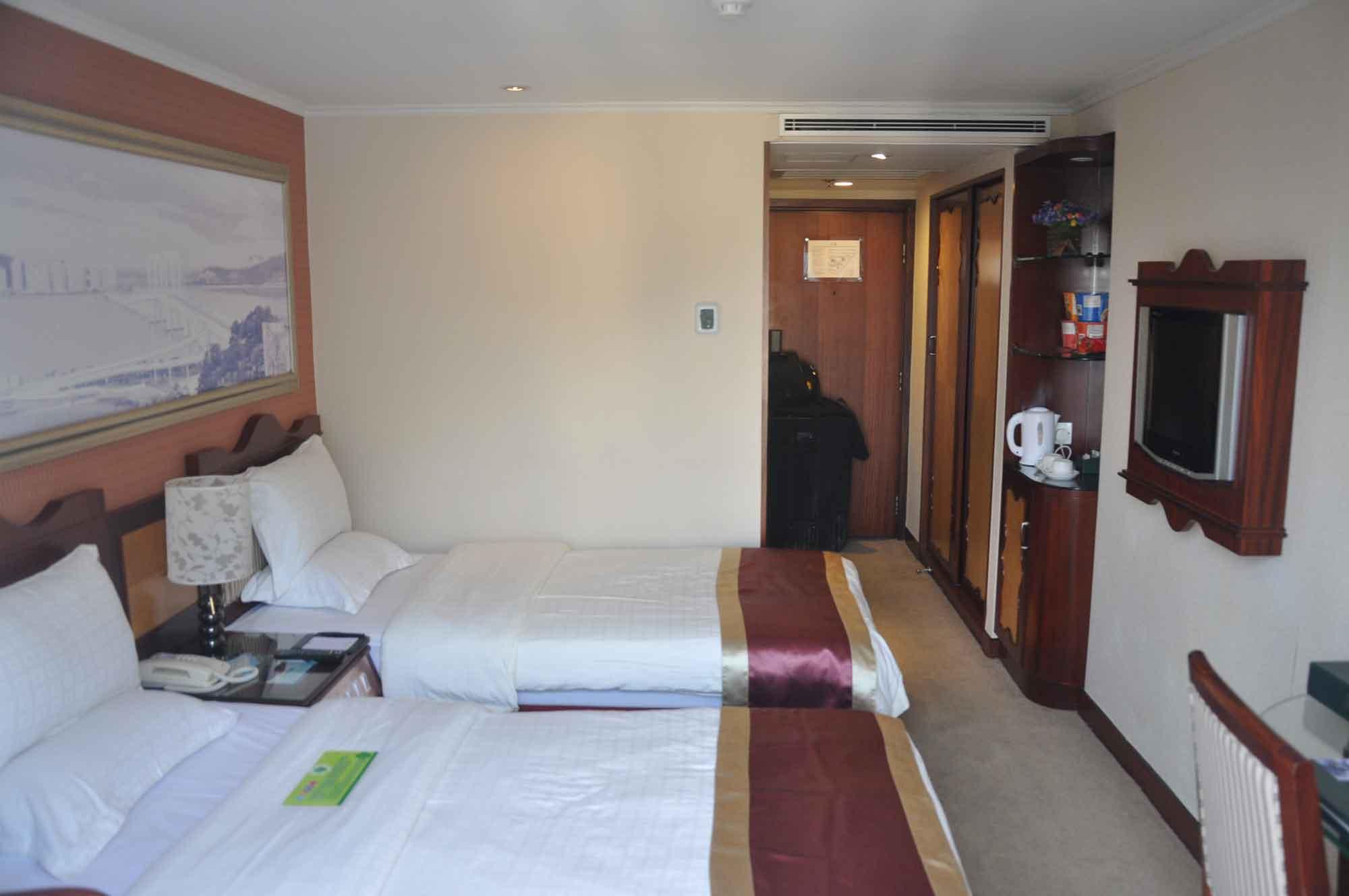 Standard Twin Room Hotel Guia Macau two beds