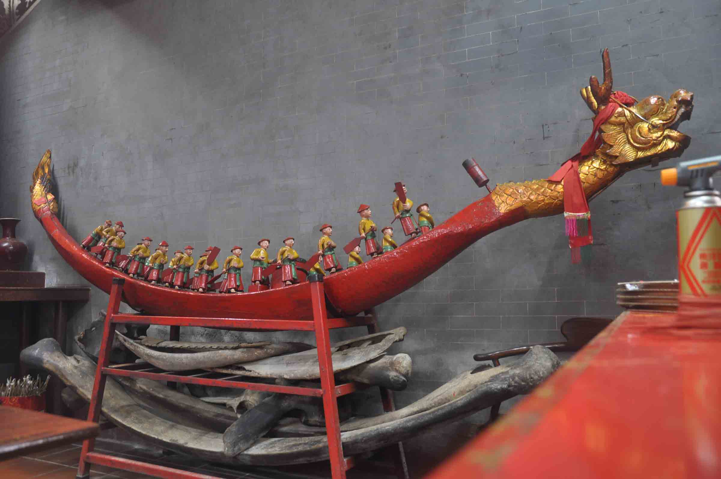 Coloane Village Temples: Tam Kung Temple dragon boat