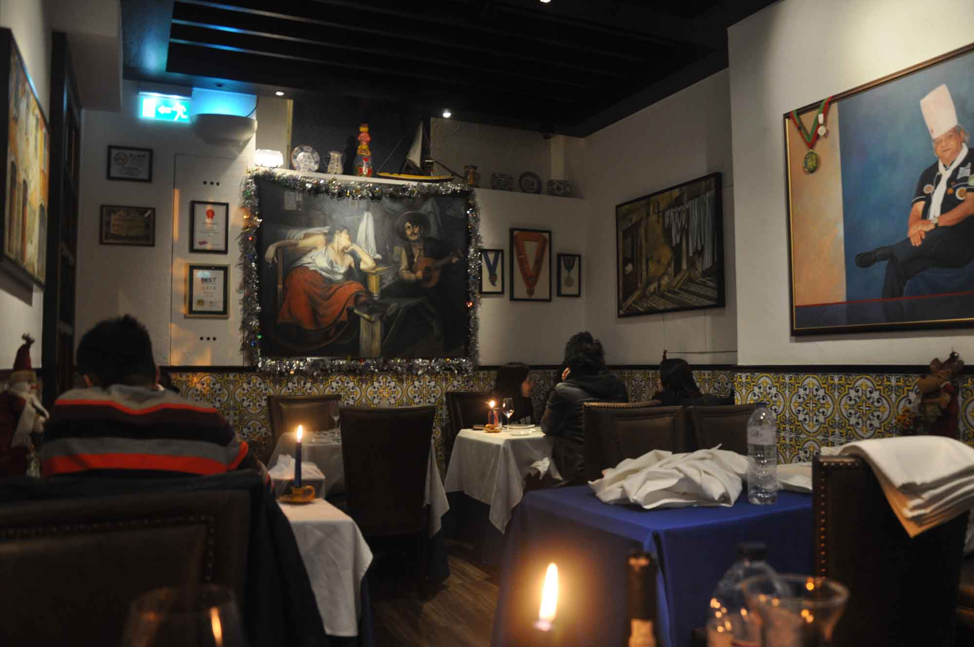 Antonio Macau indoor seating
