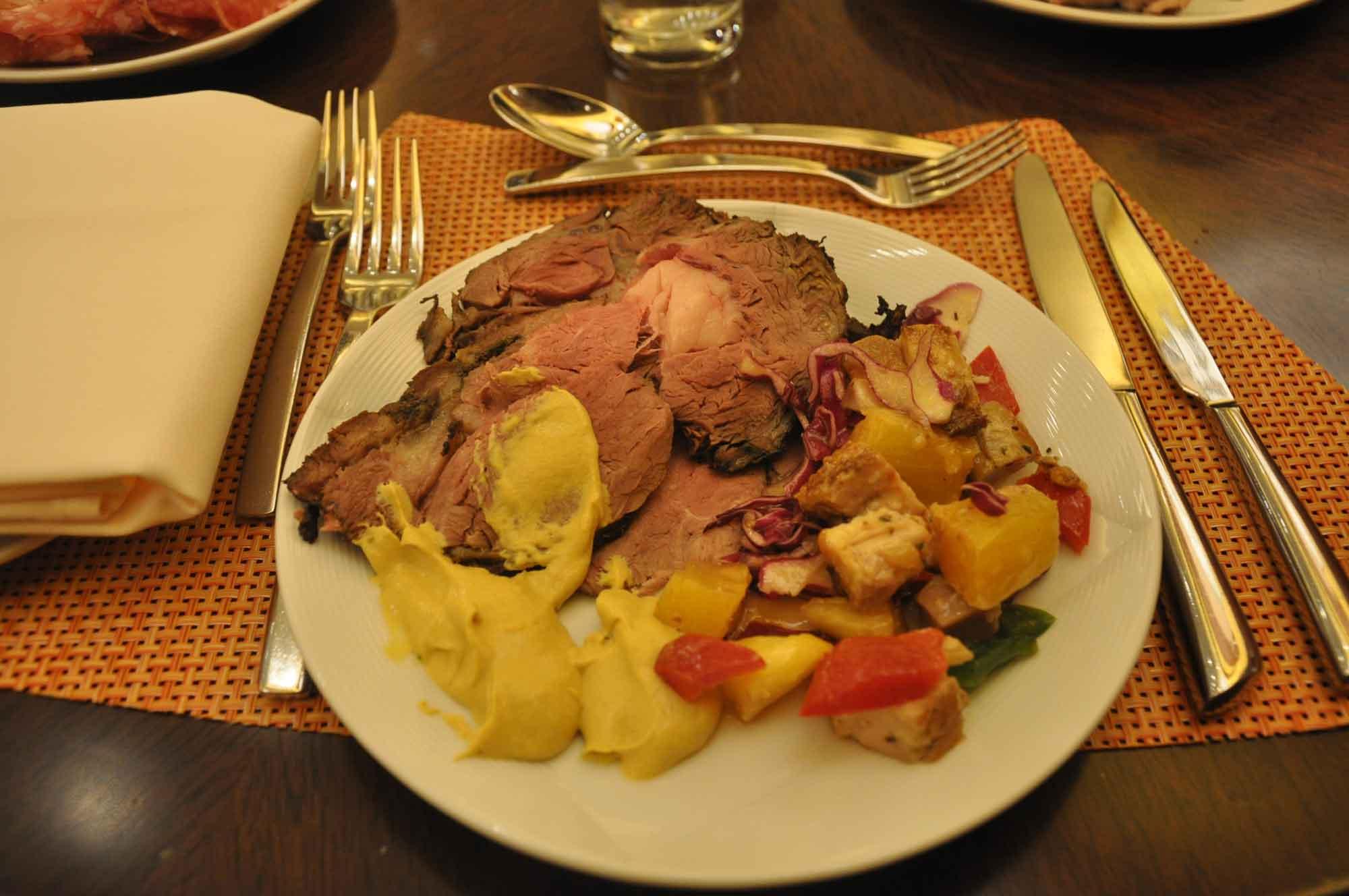 Grand Orbit Macau meat and vegetables