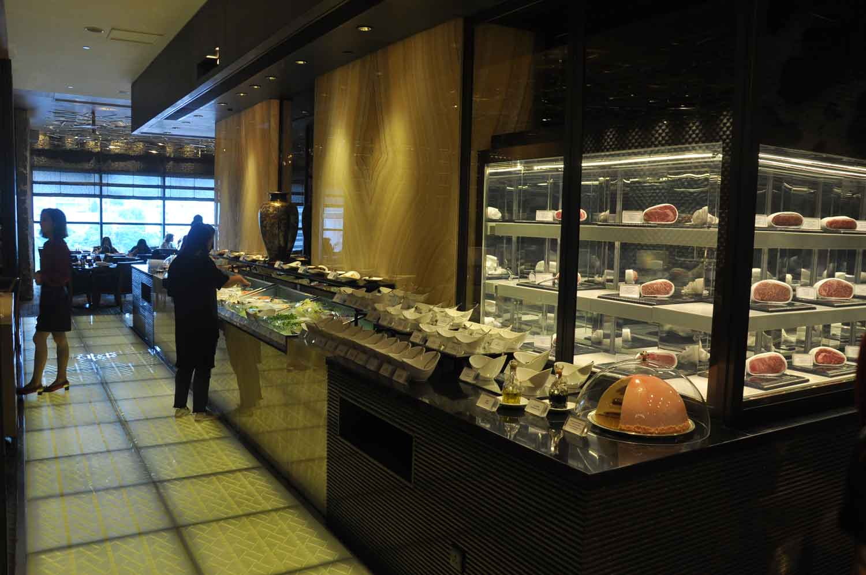 Macau Michelin Restaurants: The Kitchen buffet