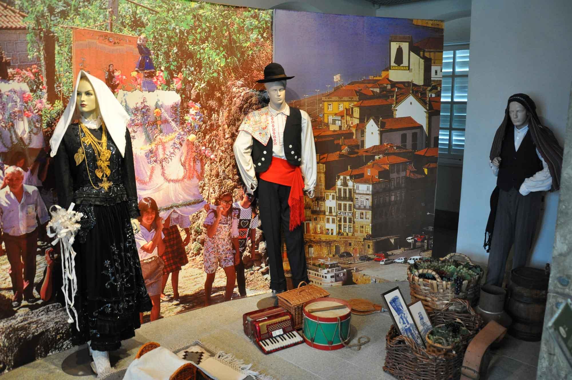 Taipa Houses Museum garb and gear