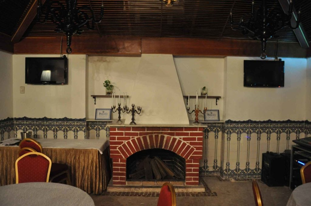 Pousada de Coloane Restaurant fireplace
