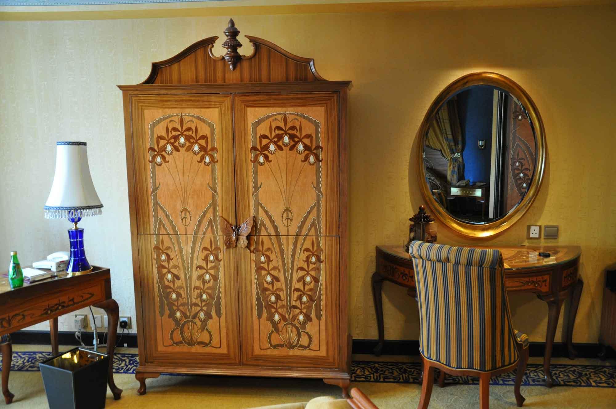 Hotel Lisboa Royal Tower Suite cabinet and desk