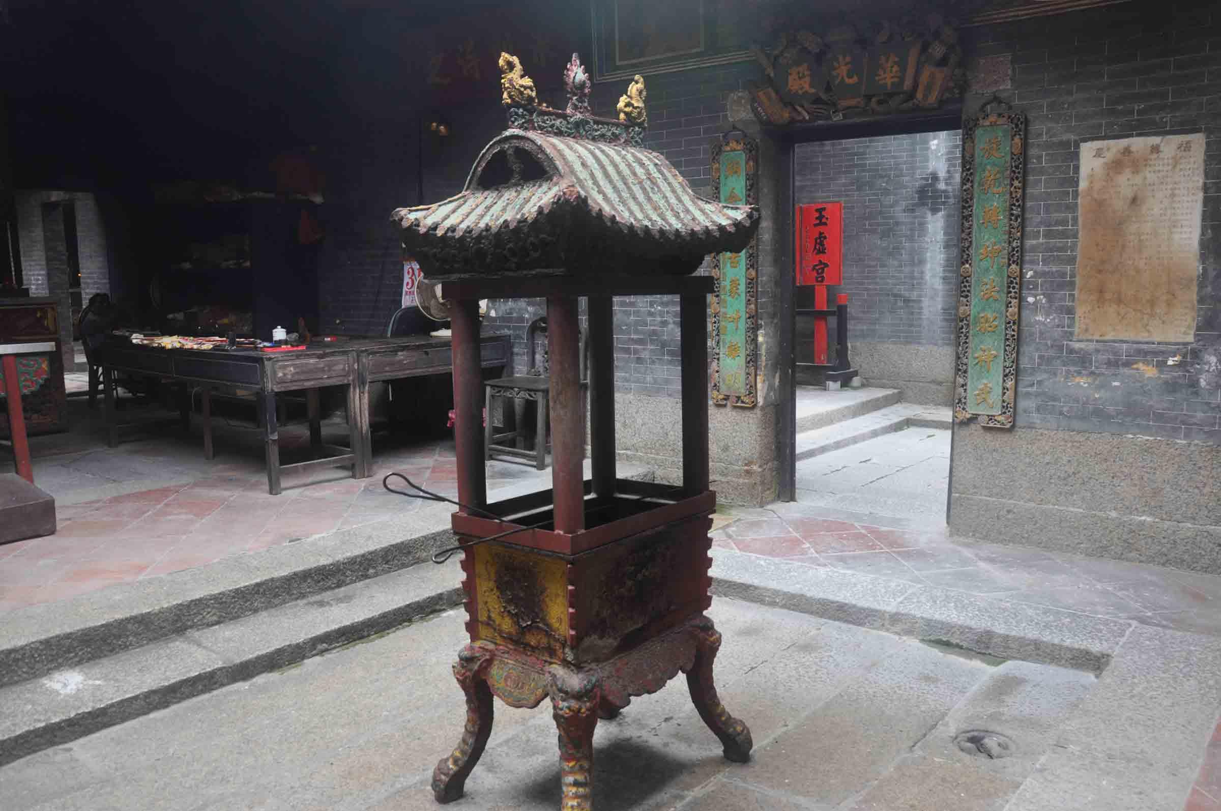 Lin Kai Temple interior