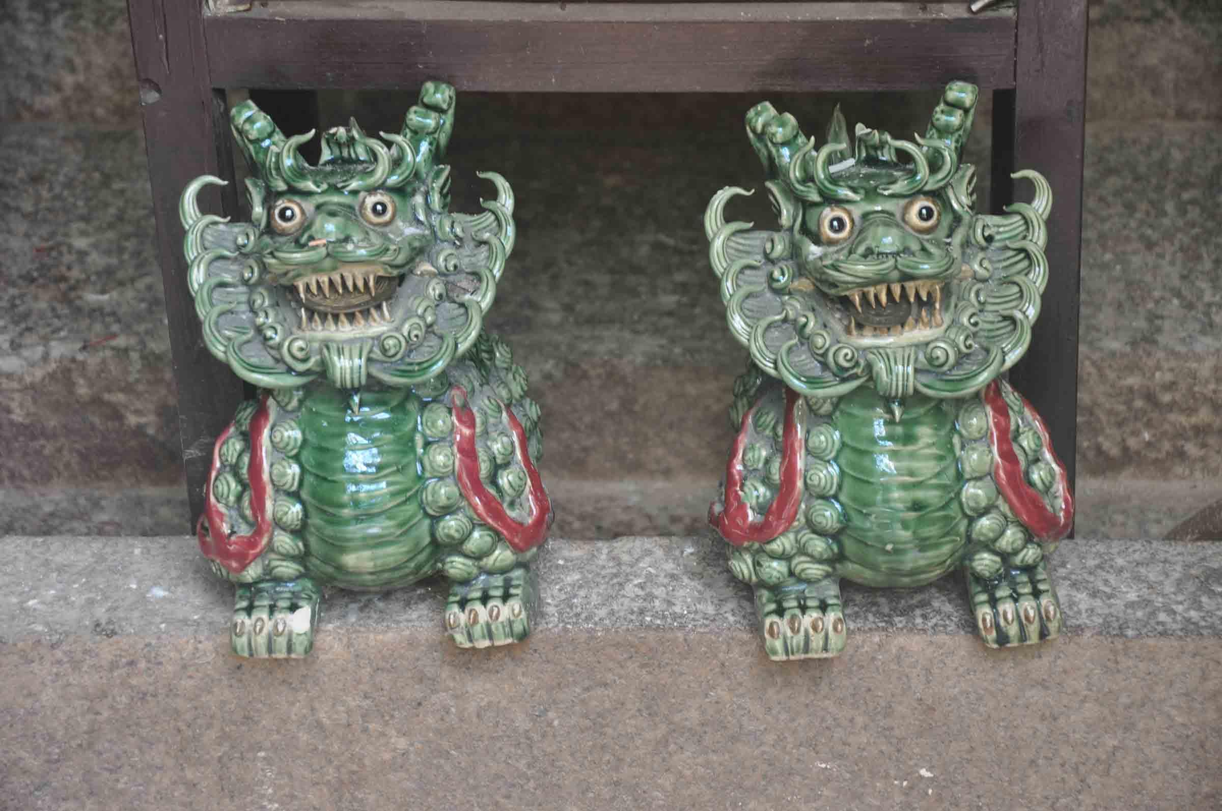 Taipa Village Temples: Sam Po Temple dragons