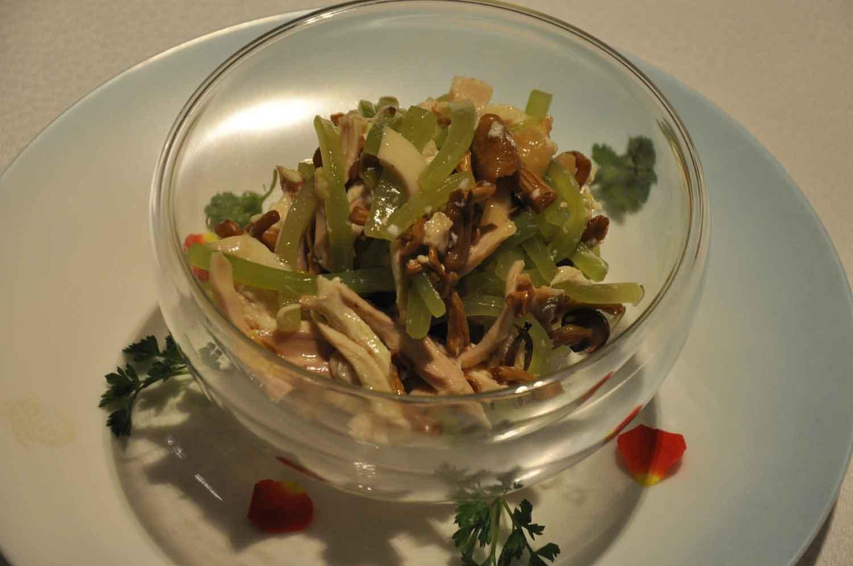 Macau Michelin Restaurants: Chicken Julienne with Mushrooms and Lettuce atPearl Dragon Macau