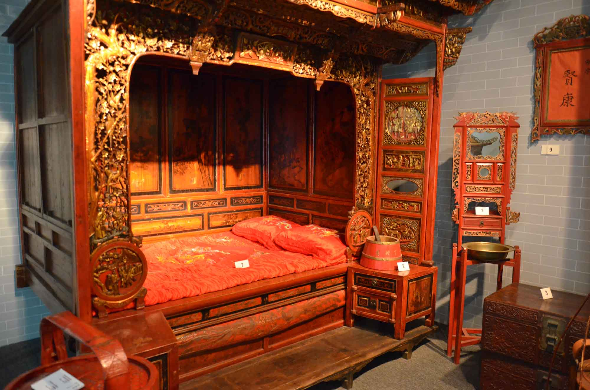 Macau Museum traditional Chinese bed