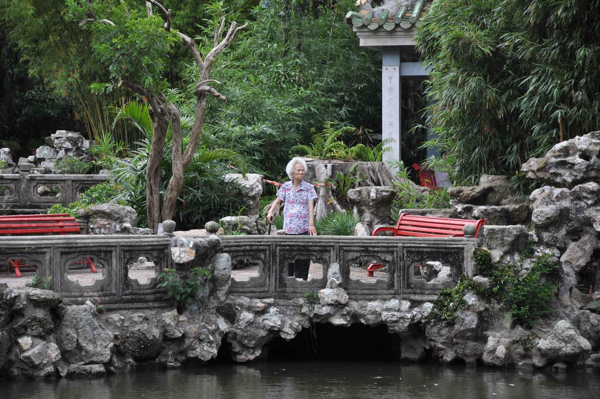 Lou Lim Ieoc Garden old woman on bridge