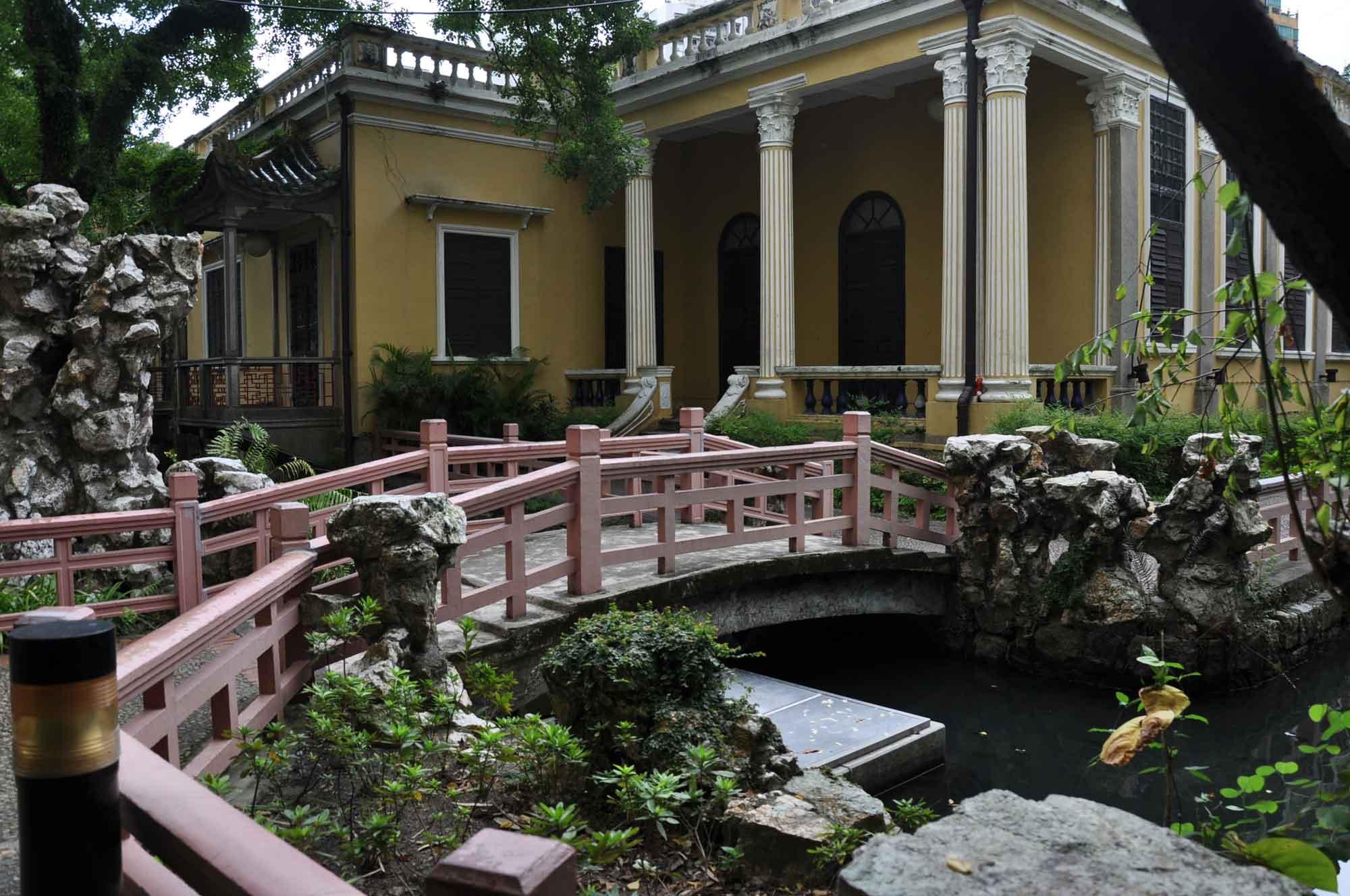 Lou Lim Ieoc Garden yellow building