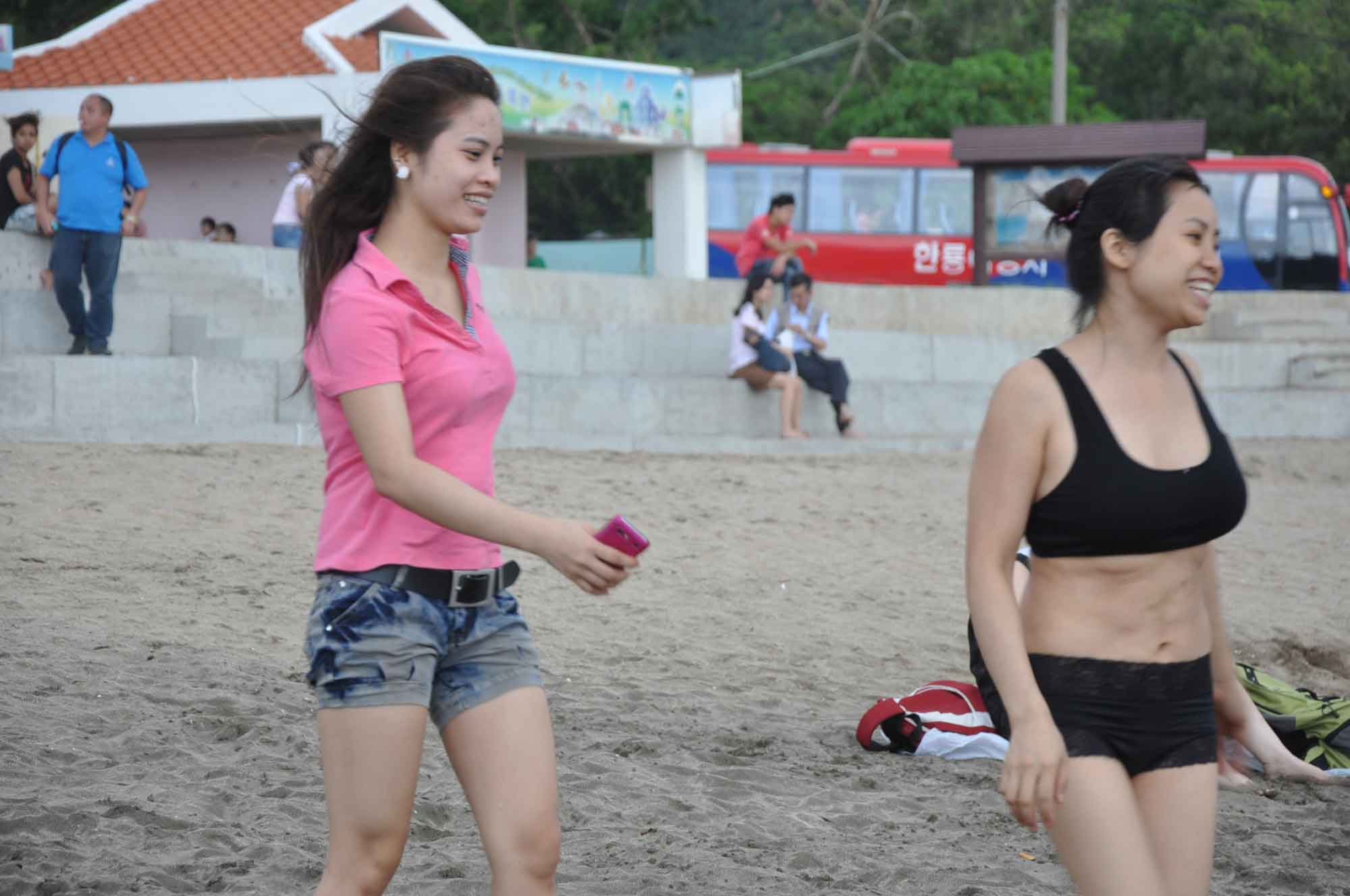 Hac Sa Beach Macau two girls
