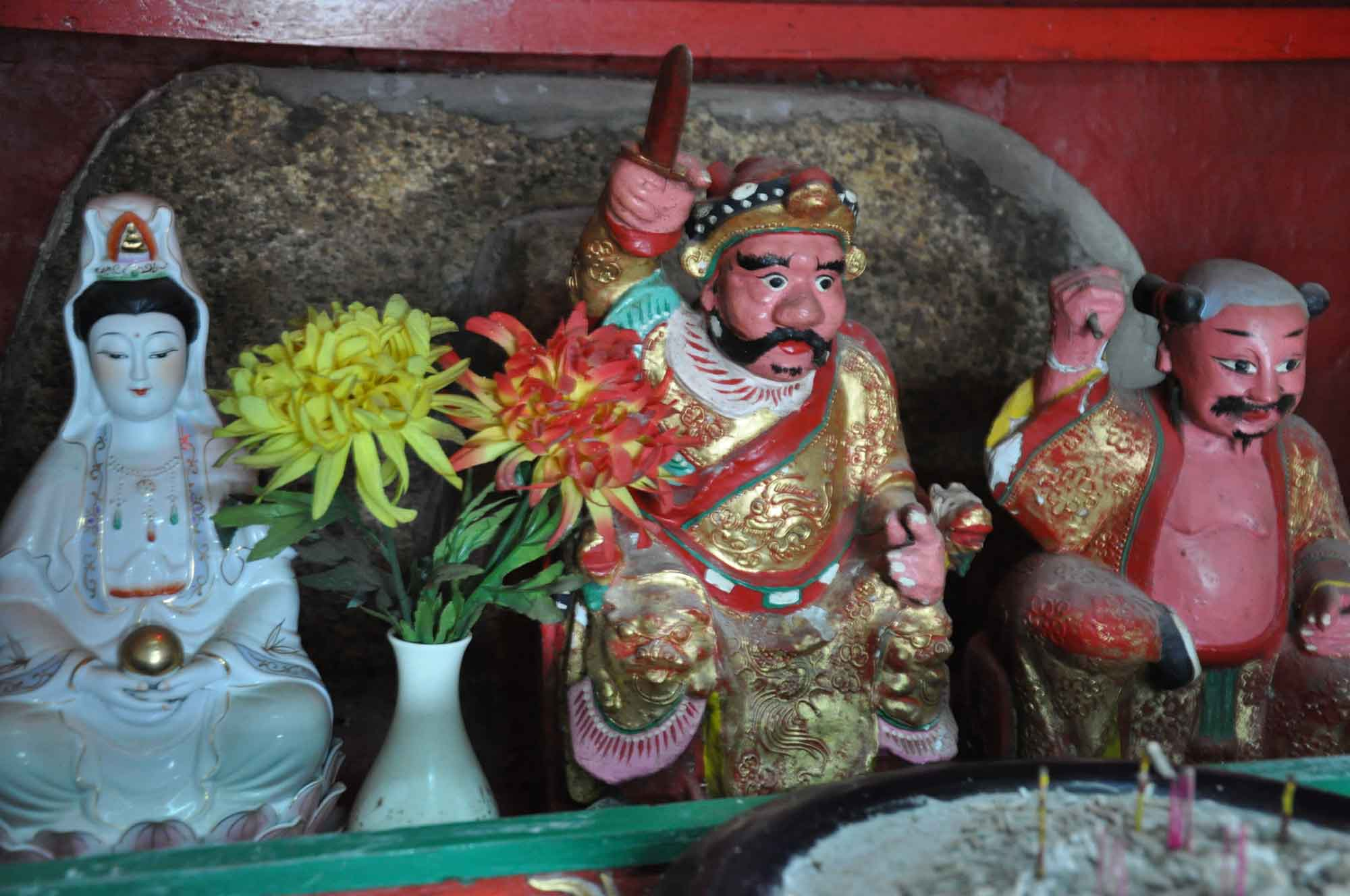 Coloane Temples: Tai Wong Temple deities