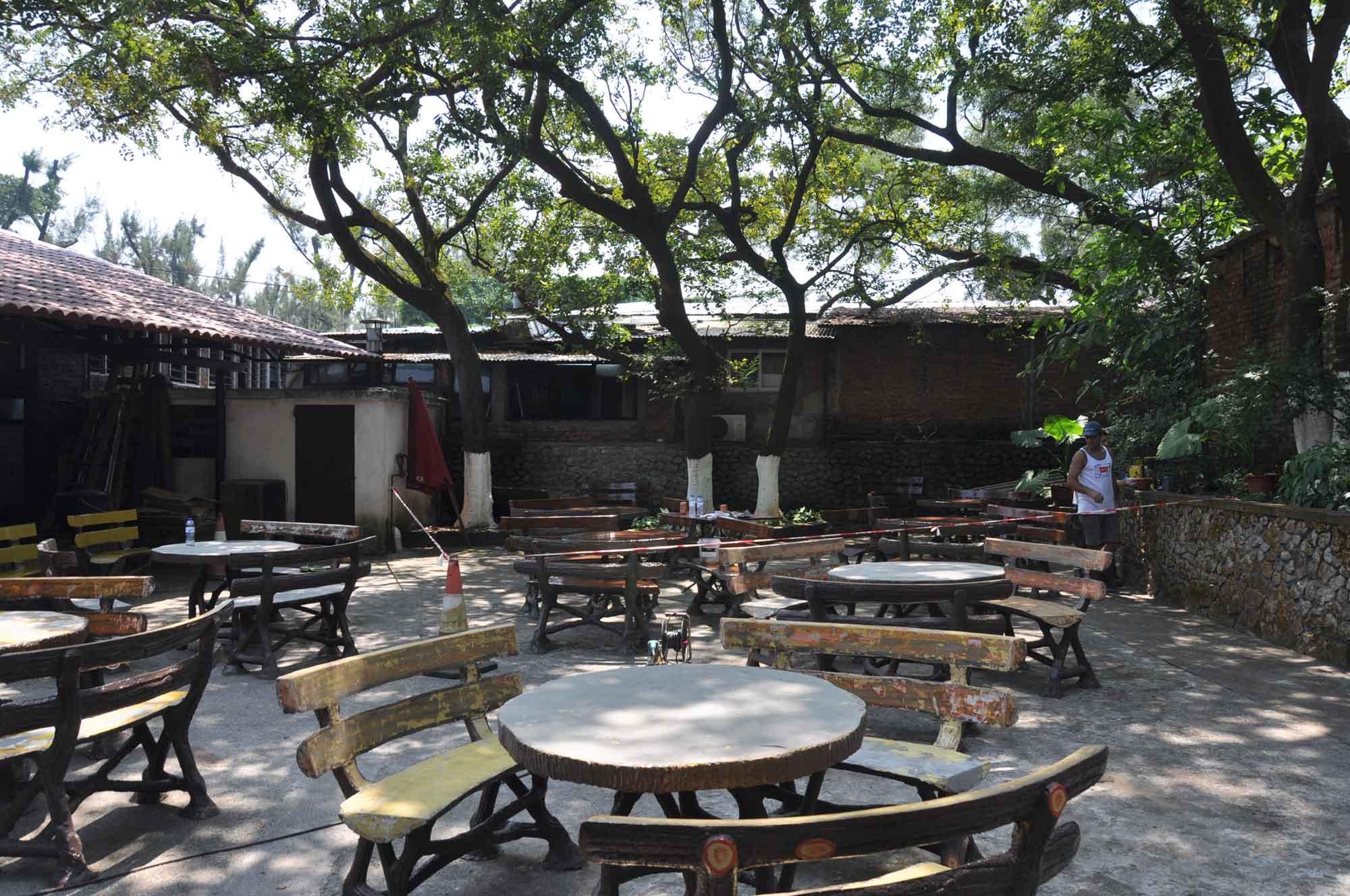 Fernando Macau outdoor seating