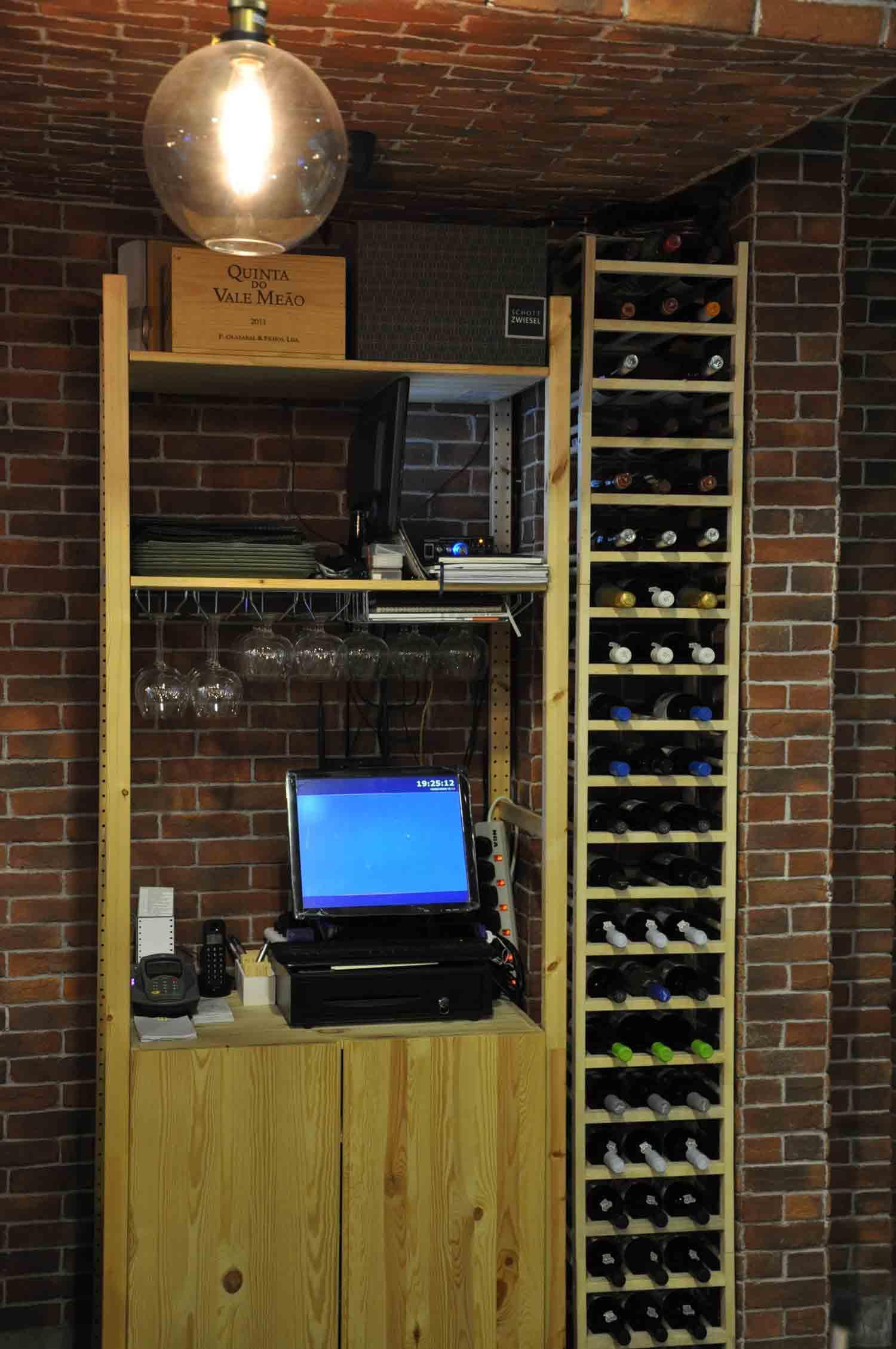 Mariazinha Macau wine rack