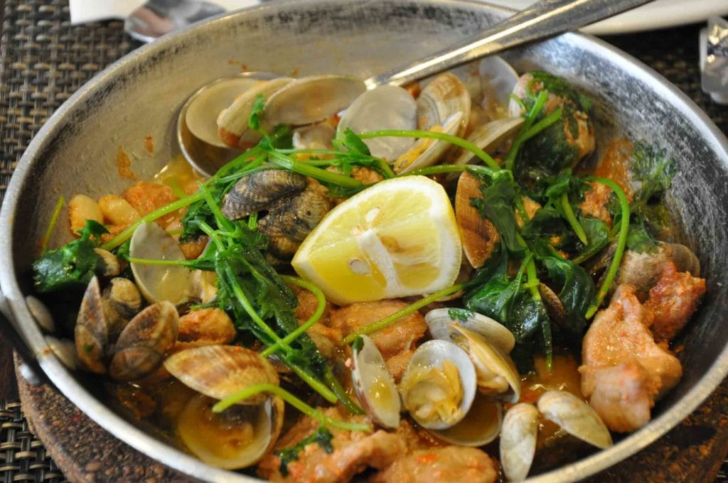 A Baia Macau pork with clams