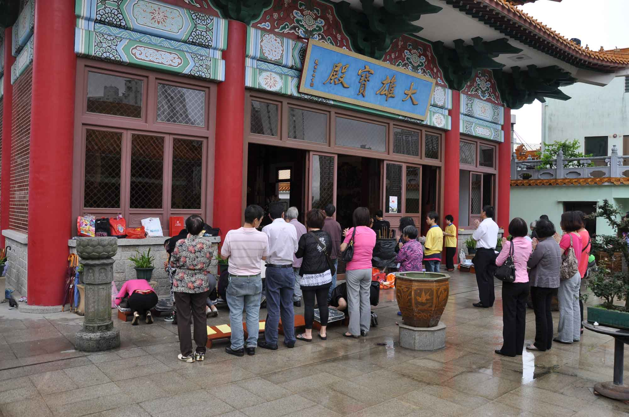 Poi Tai Un Monastery main temple