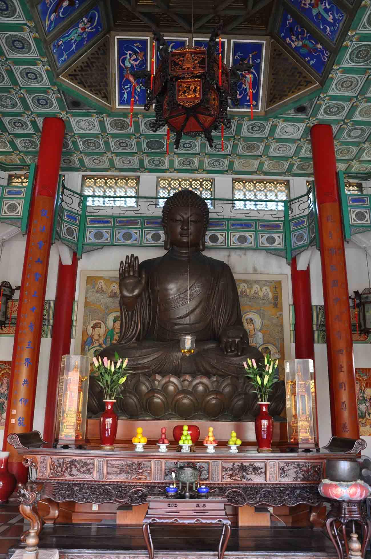 Taipa Temples: Poi Tai Un Monastery altar