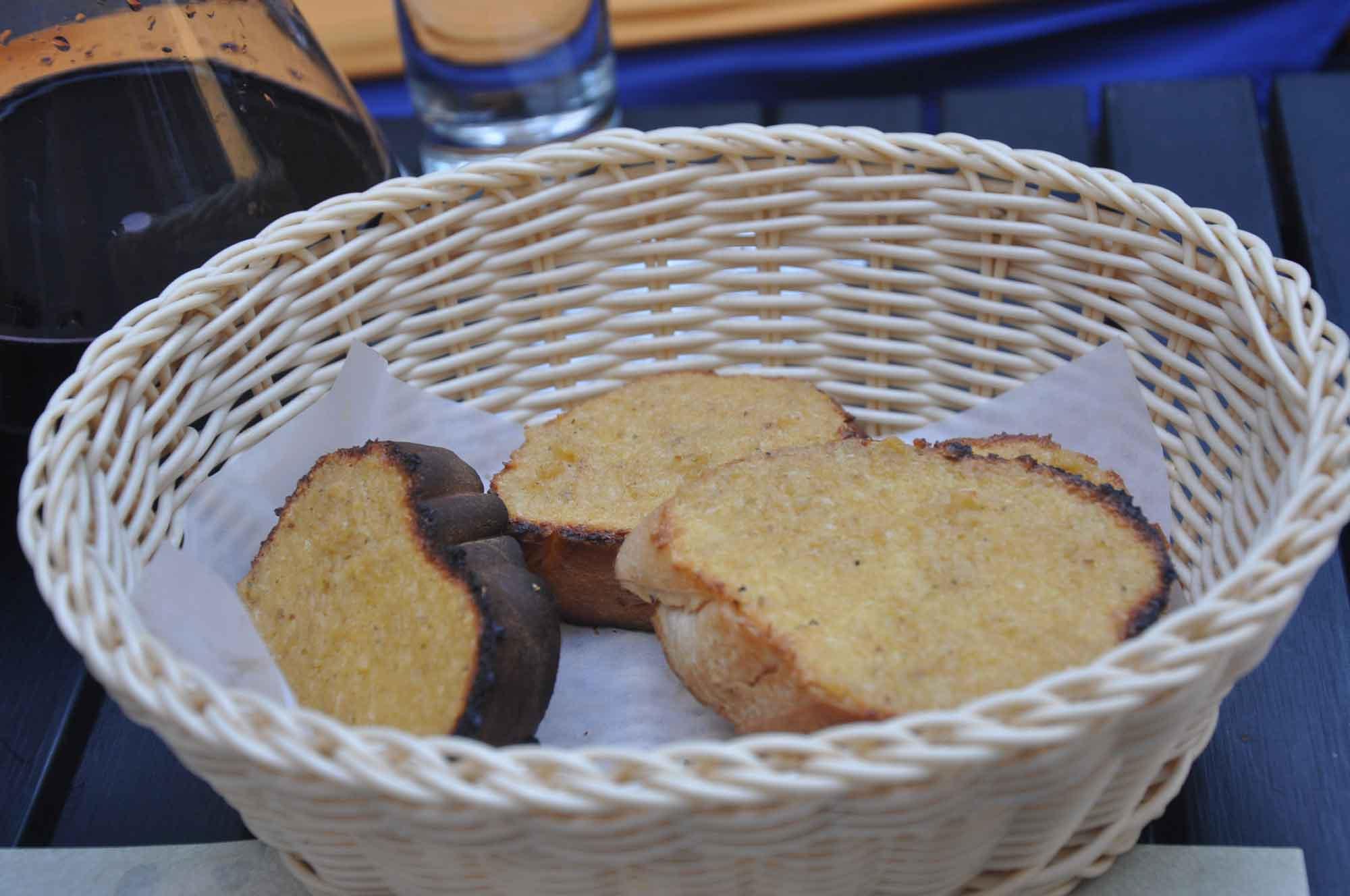 Albergue 1601 garlic bread