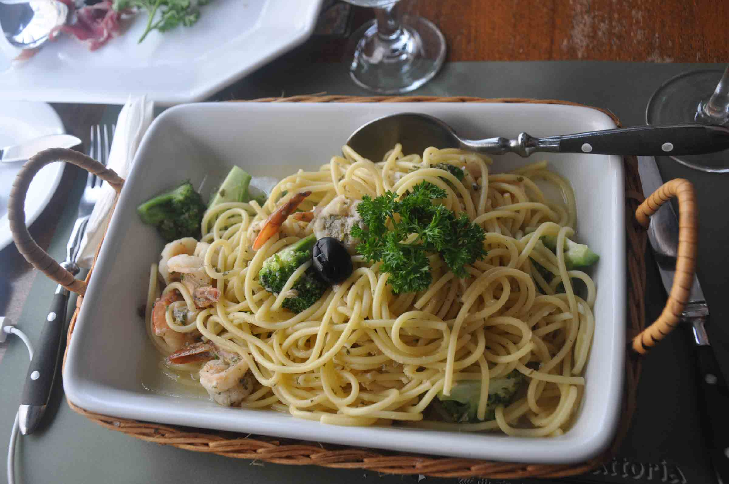 Antica Trattoria Da Isa spaghetti with broccoli, prawn and florets
