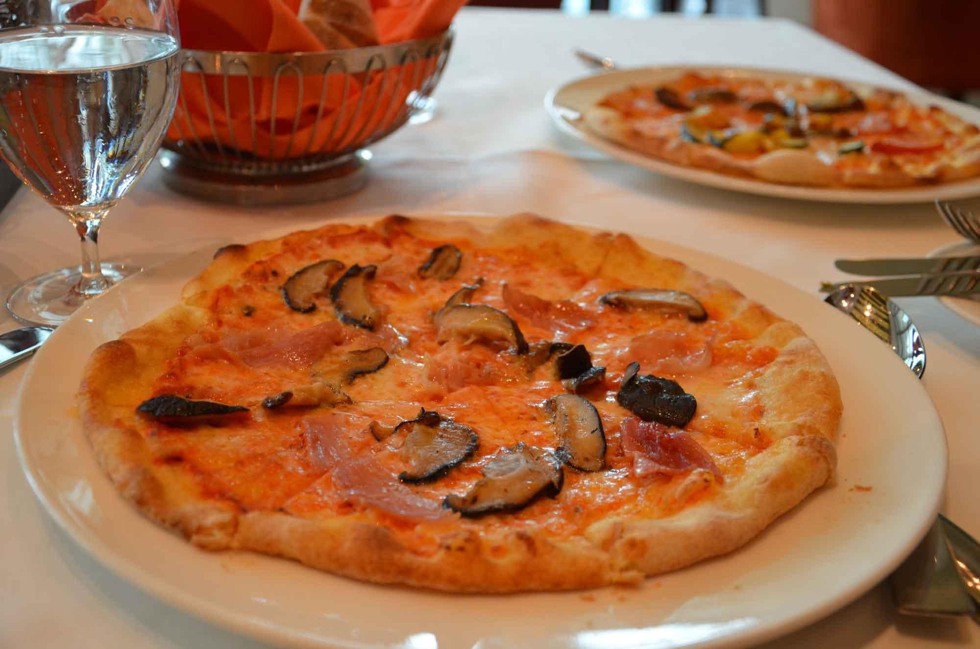 Portofino Macau Prosciutto E Funghi Pizza