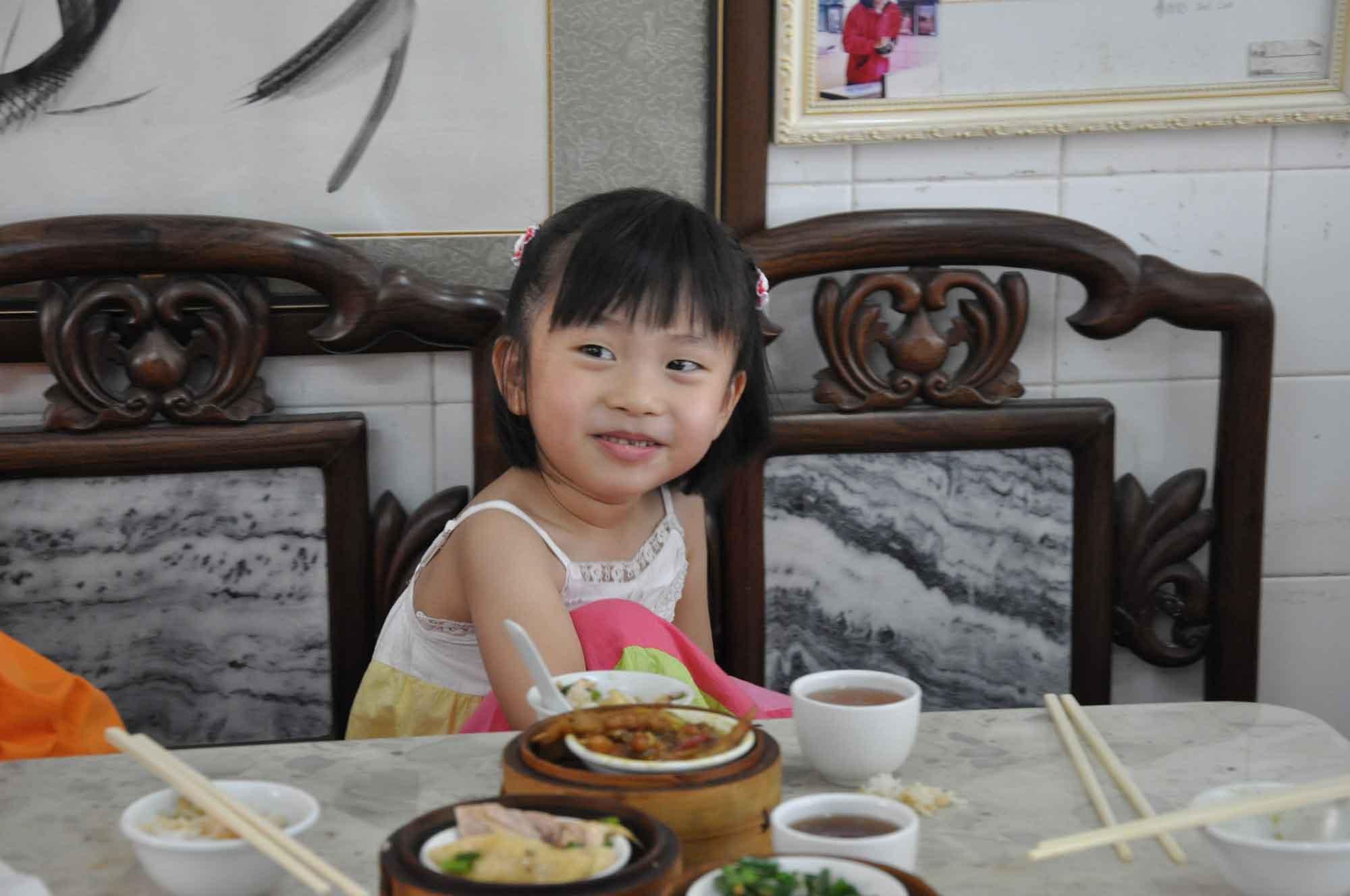 Long Wa Teahouse Macau local girl