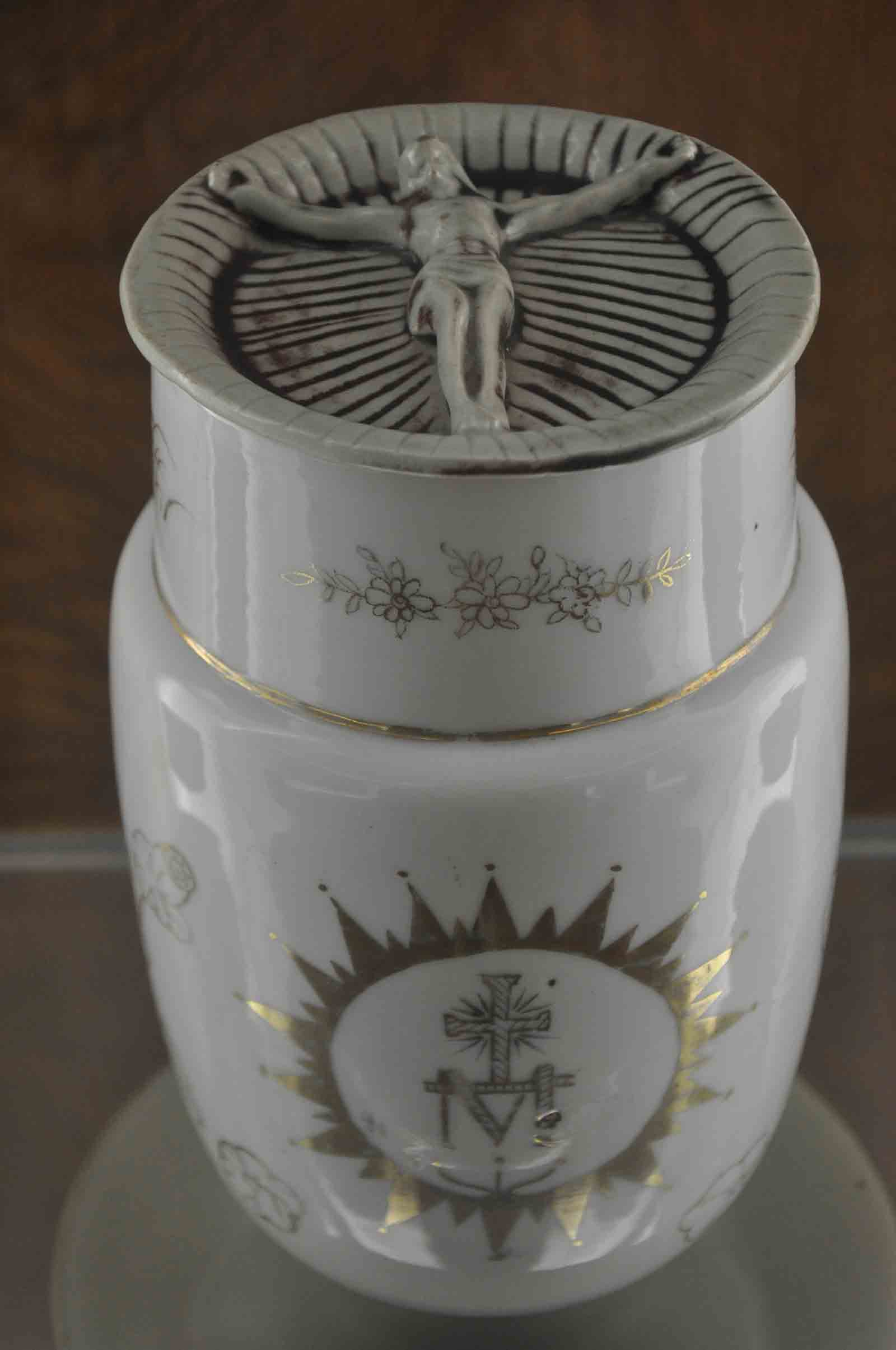 Macau Museums: Holy House of Mercy tall jar
