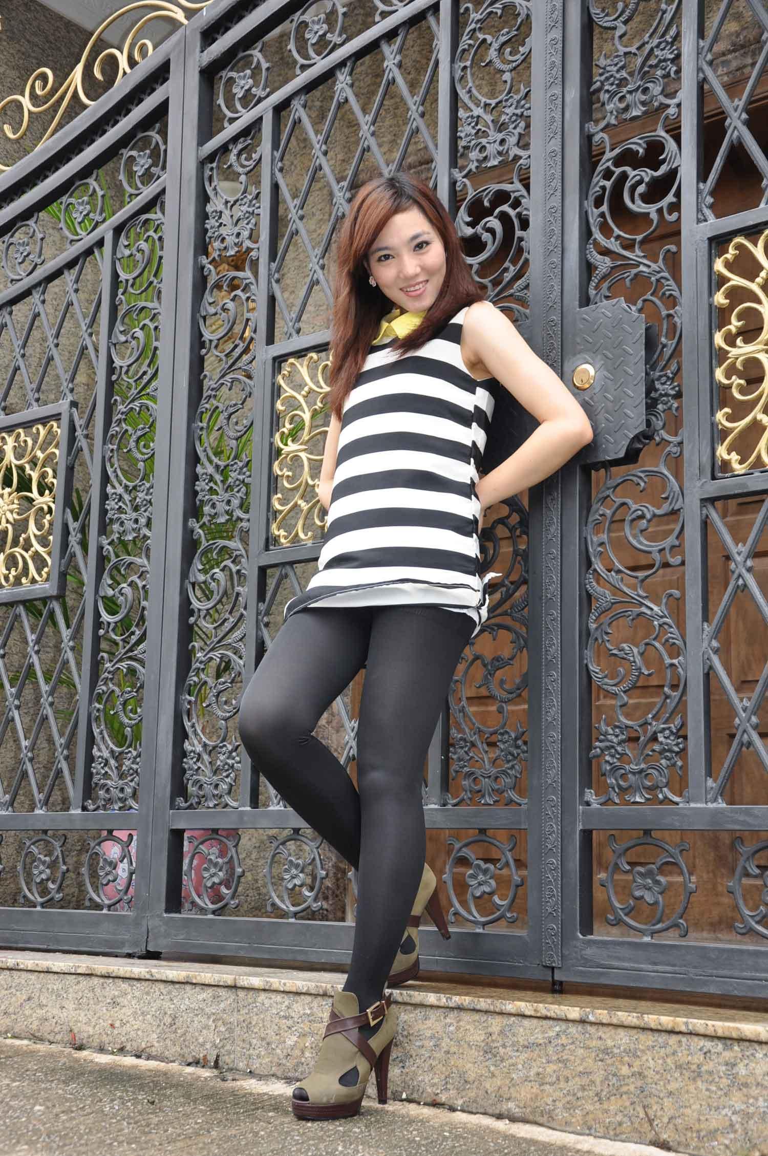 pretty girl outside of Poi Tai Un Monestery