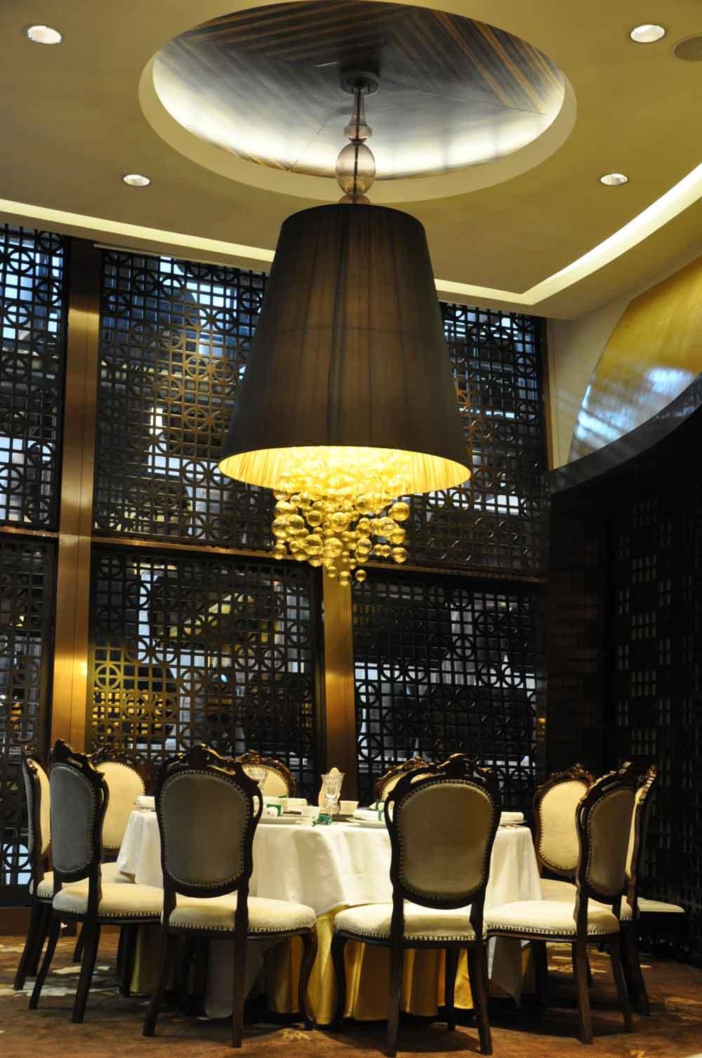 Jade Dragon Macau table with chandelier