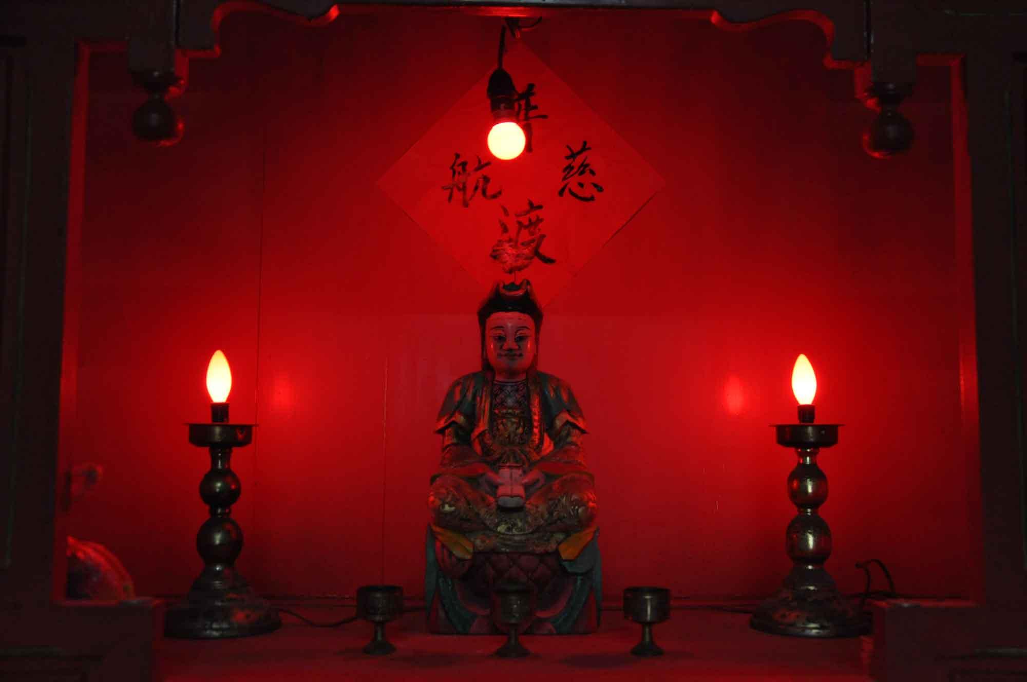 Coloane Temples: Kun Iam Temple altar
