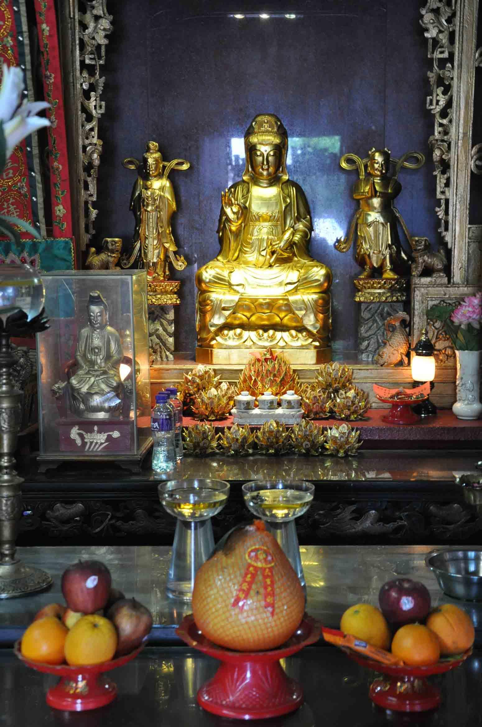 Kun Iam Temple altar