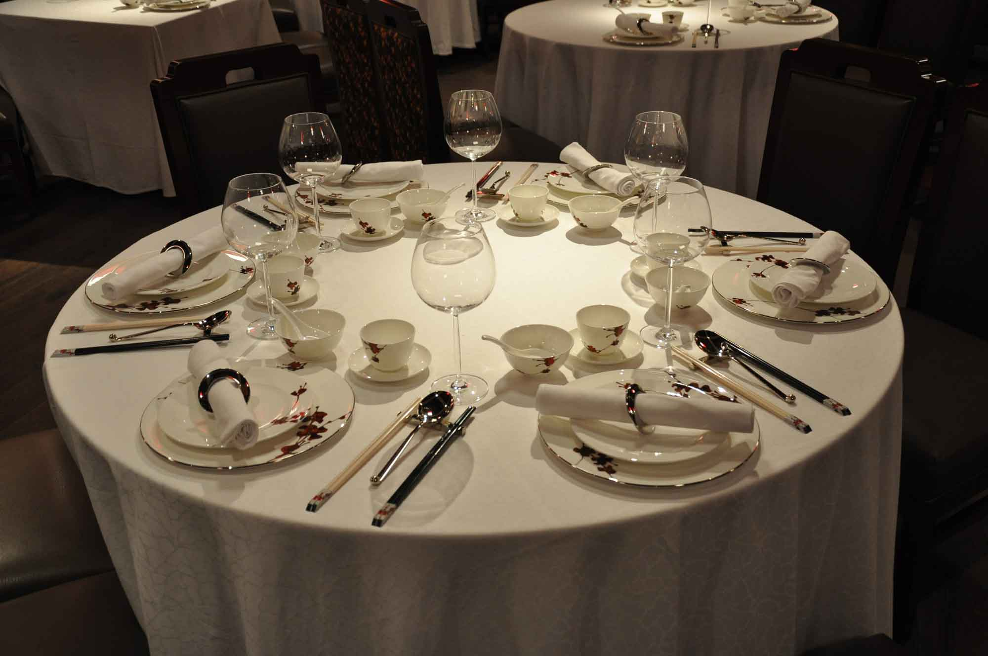 Dynasty 8 Macau table and tableware