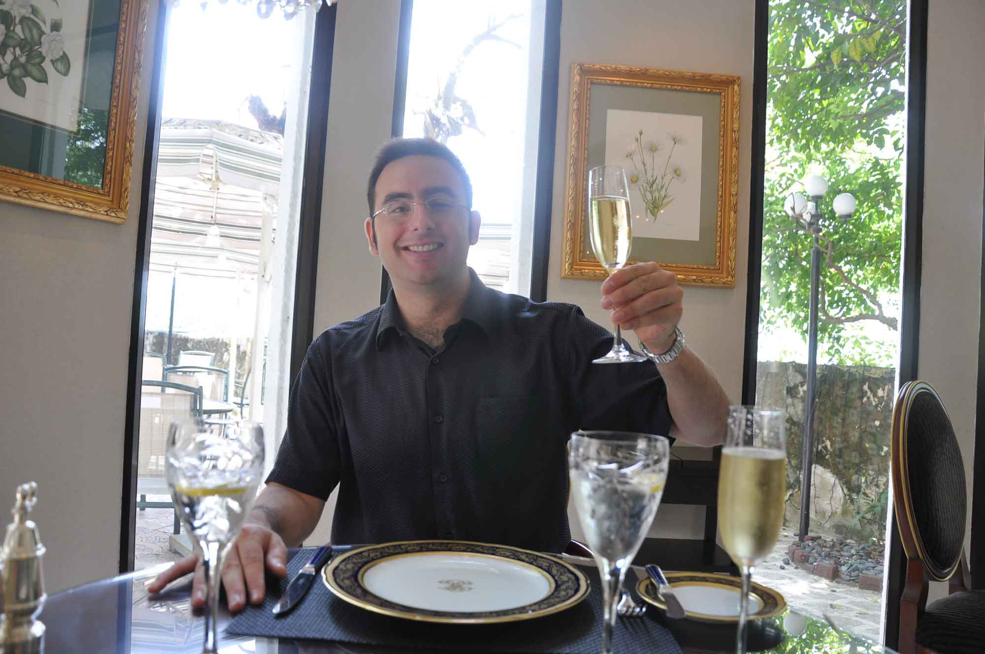 La Paloma Macau Maven with Champagne