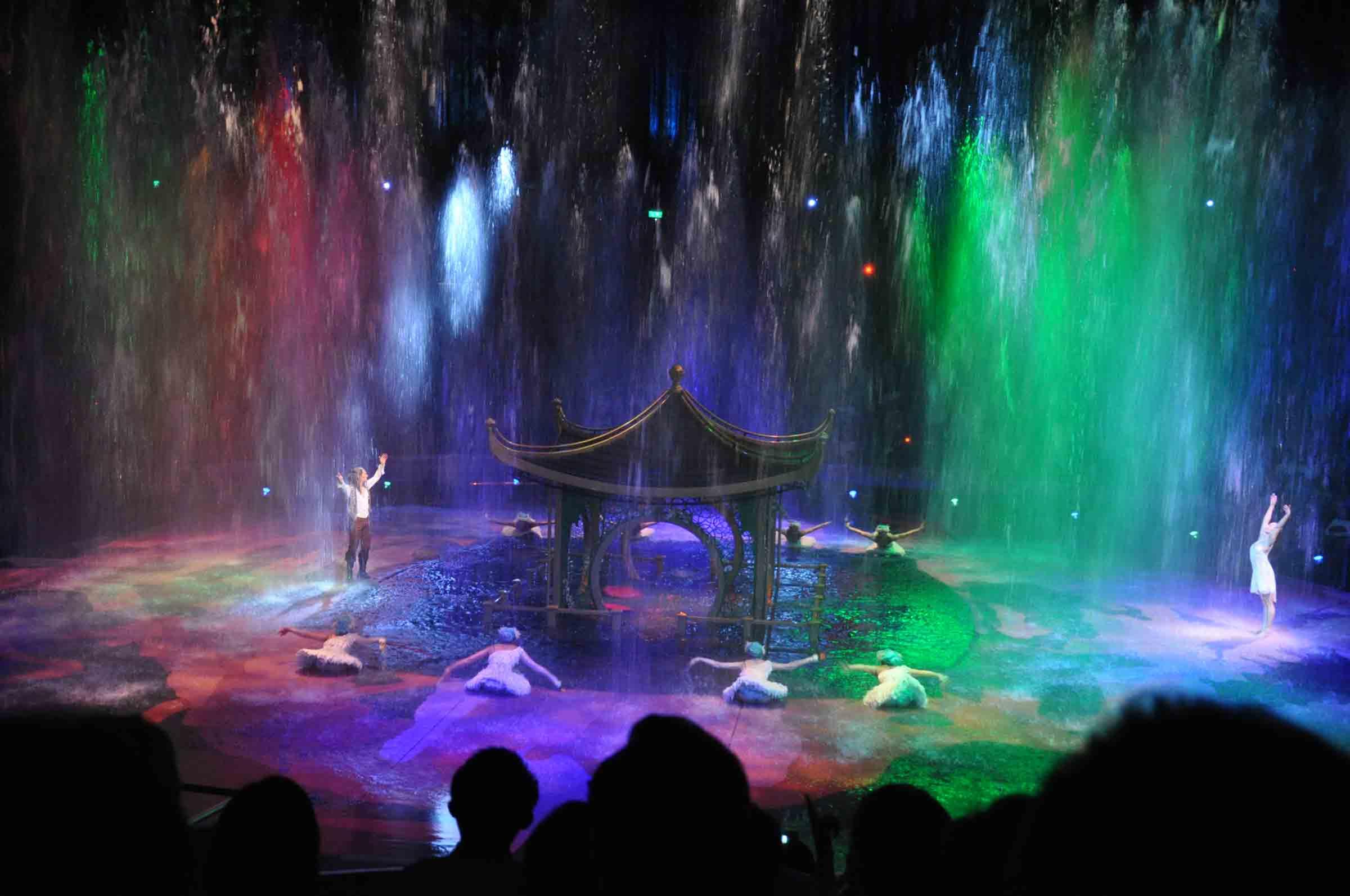 House of Dancing Water Macau dancing