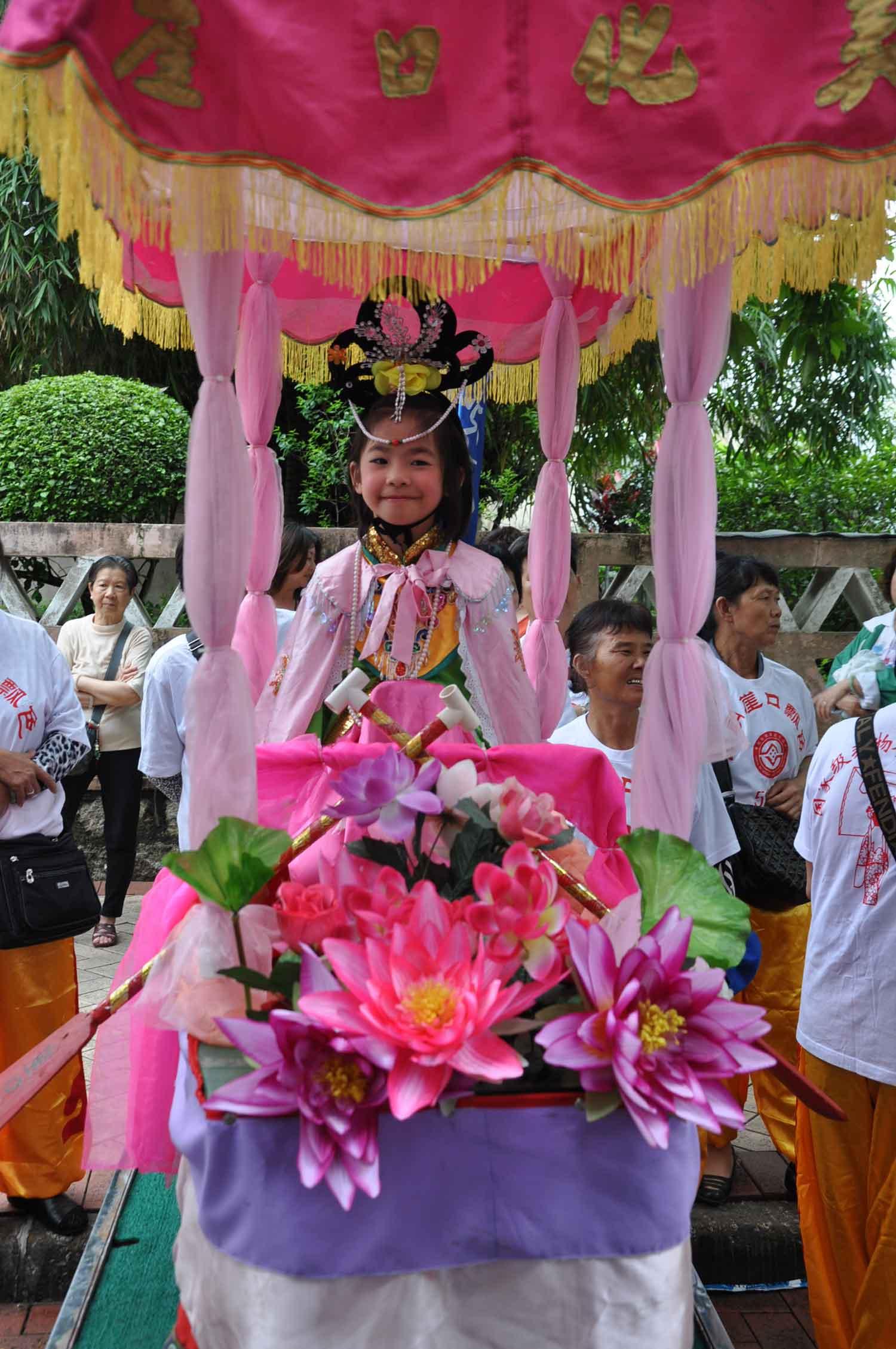 Tam Kong Festival 2012 pretty girl on float
