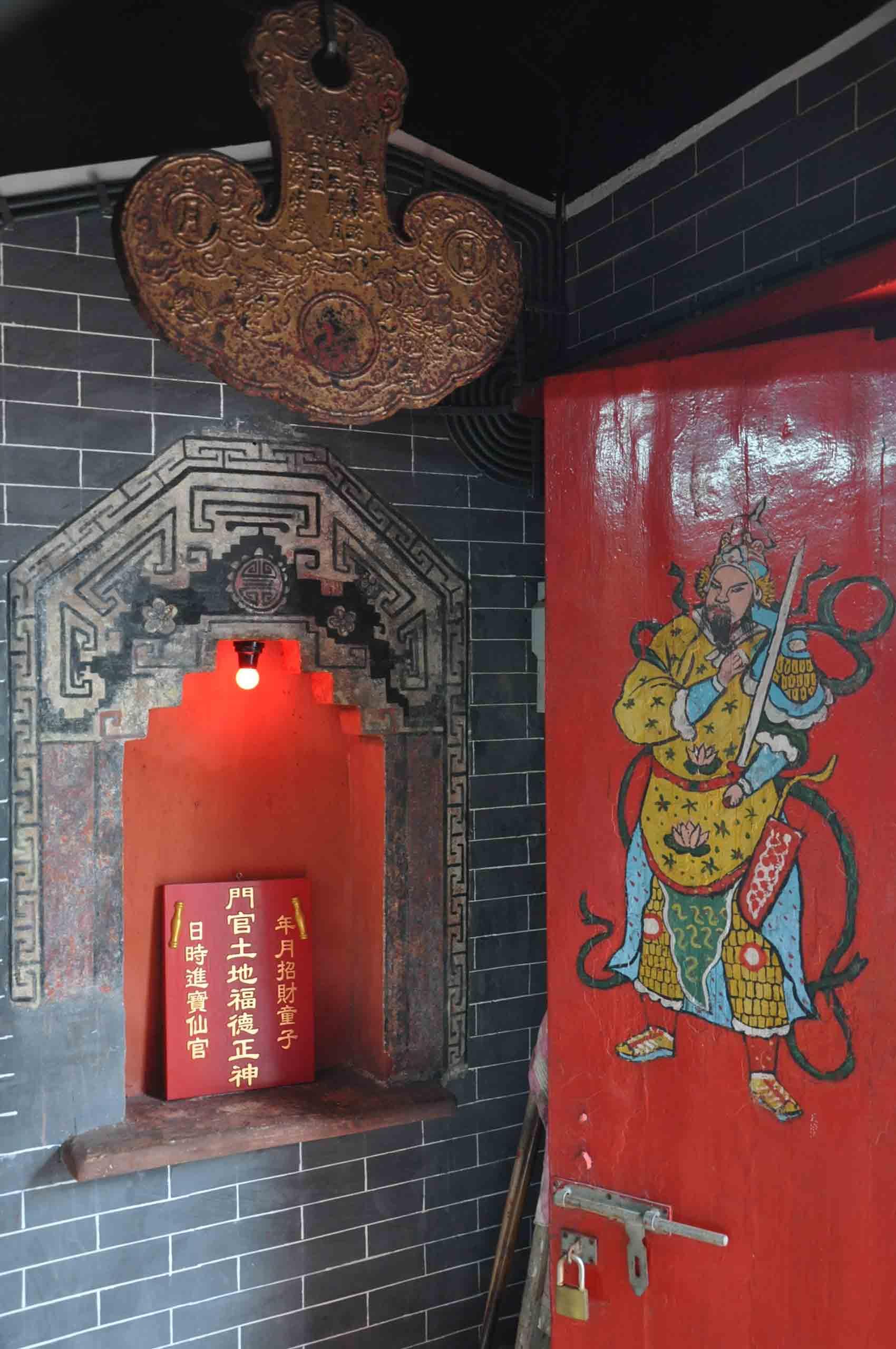 Sam Seng Temple doorman