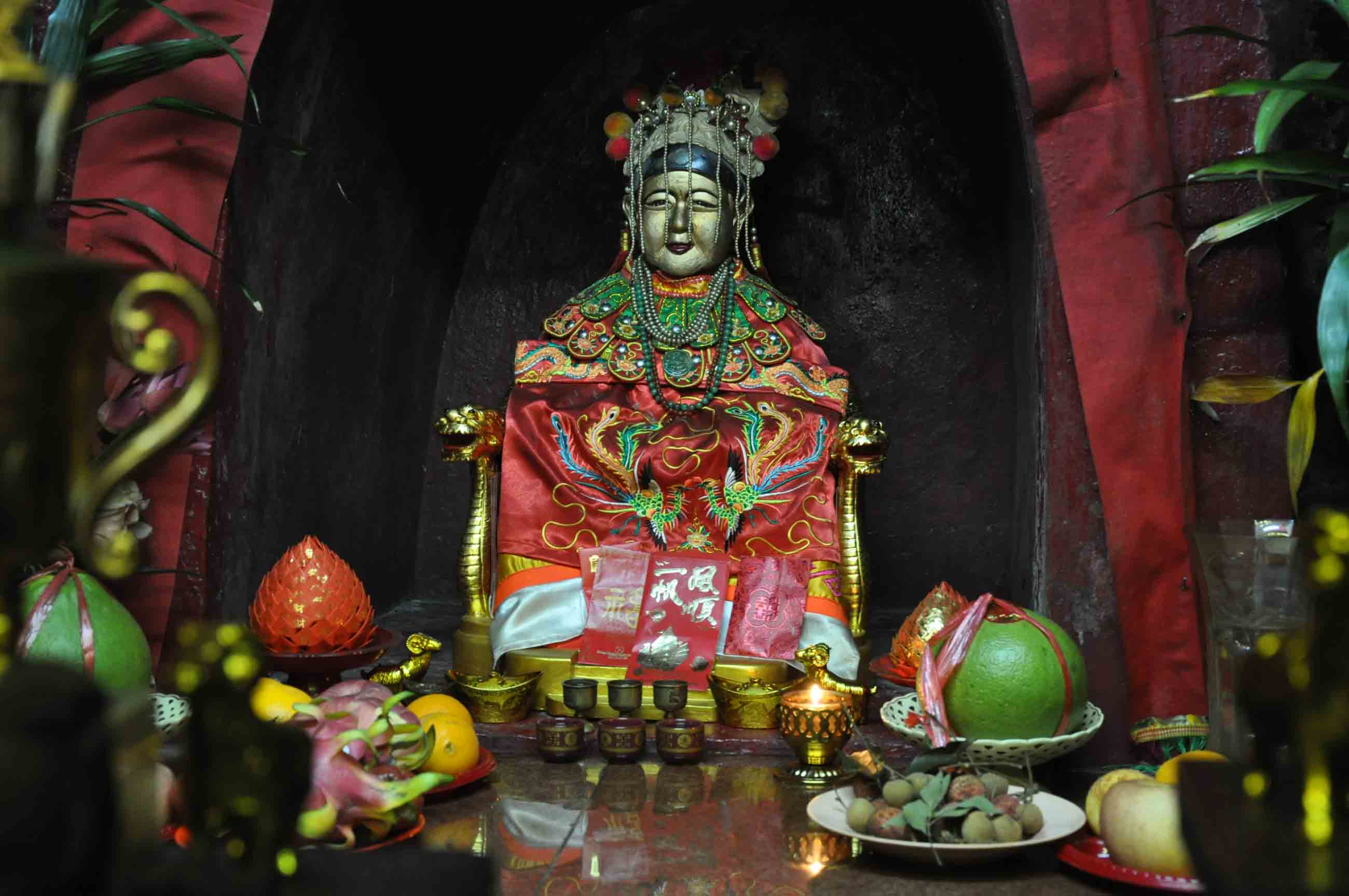 Taipa Village Temples: Sam Po temple deity