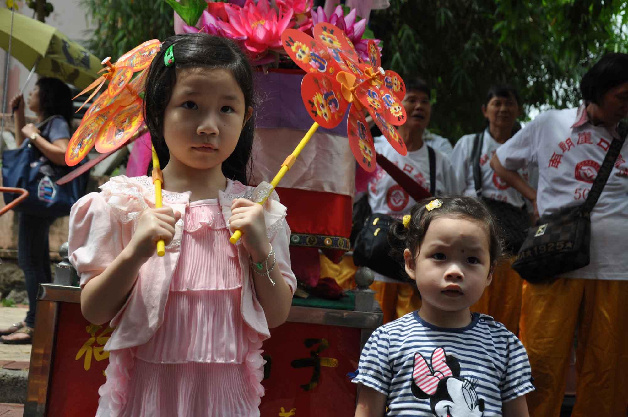 Tam Kong Festival 2012 two children