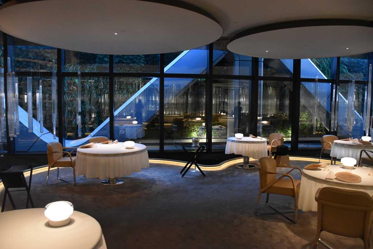 Alain Ducasse Macau tables and window