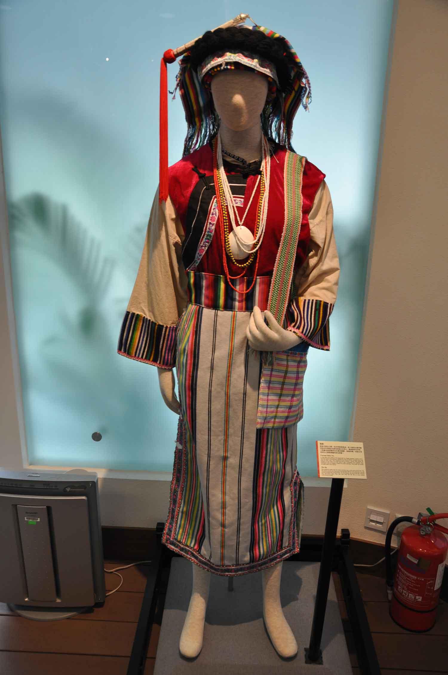 Minority Sculptures Complex minority dress
