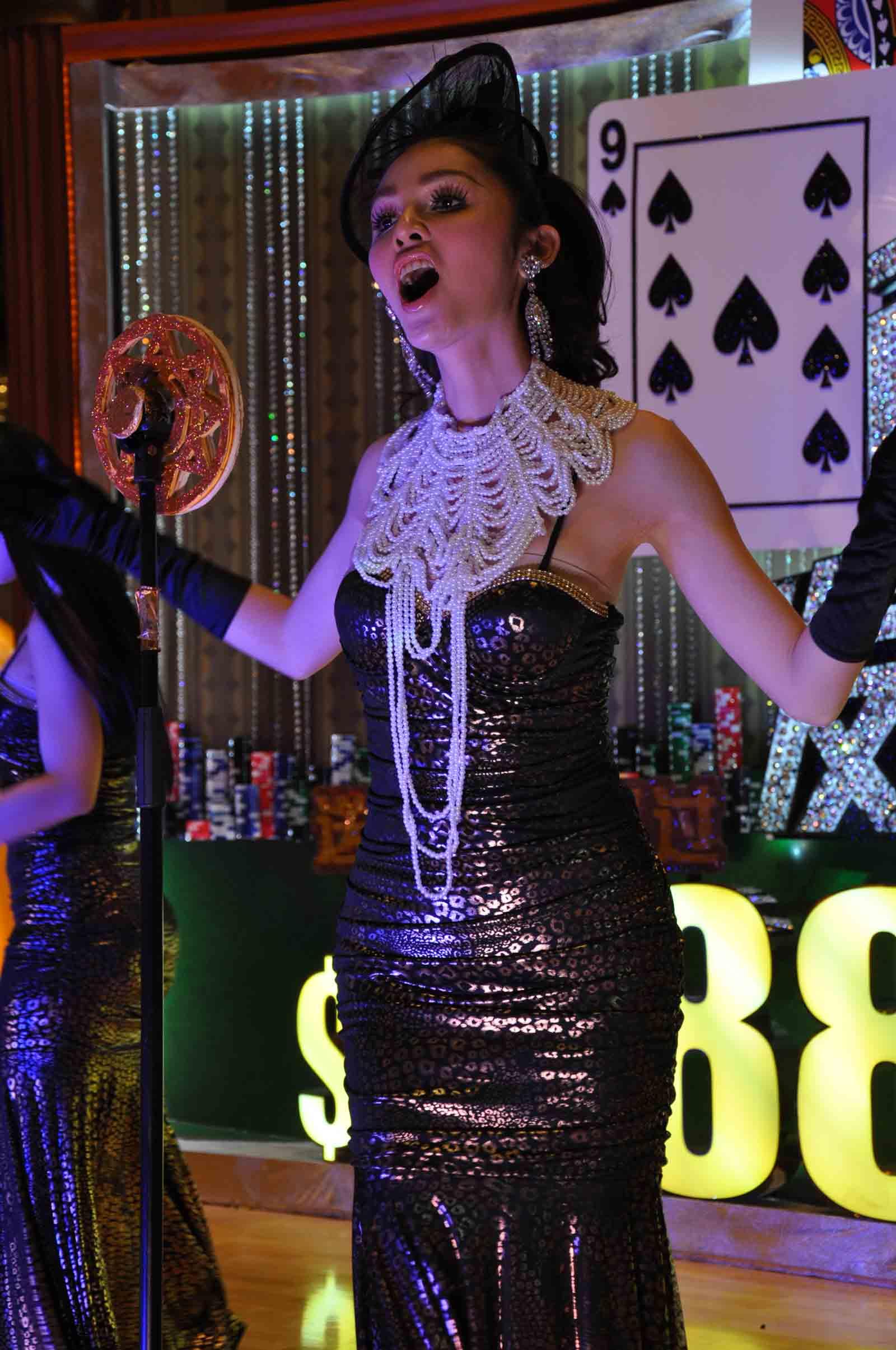 Starworld Macau singer