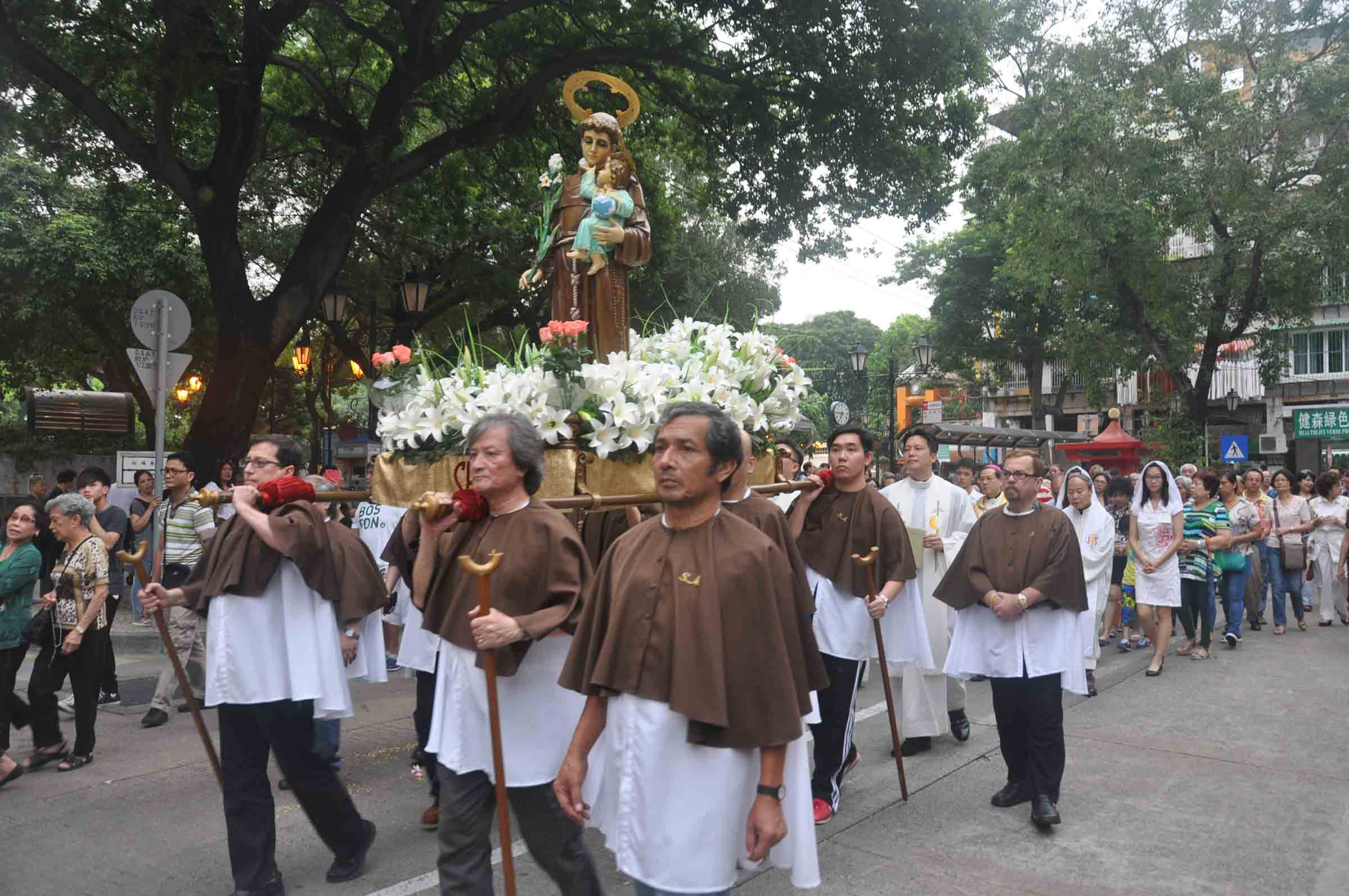 The St. Anthony Procession parading around the traffic circle